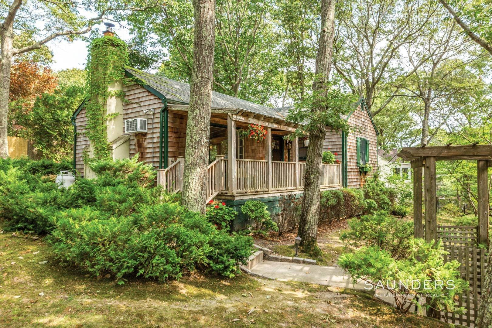 2. Single Family Homes for Sale at Sag Harbor Cottage By The Sea Sag Harbor, Southampton Town, NY 11963