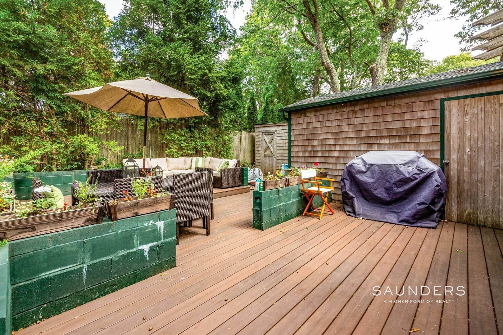 11. Single Family Homes for Sale at Sag Harbor Cottage By The Sea Sag Harbor, Southampton Town, NY 11963