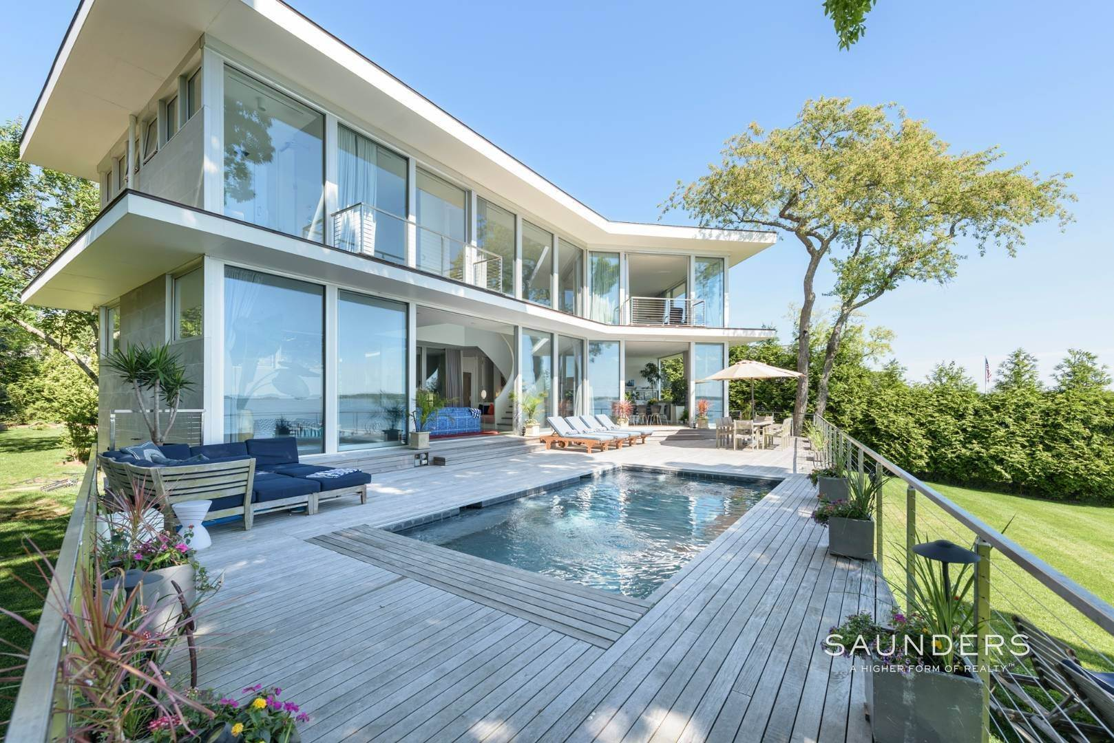 19. Single Family Homes for Sale at Modern Waterfront 15 Mashomuck Drive, Sag Harbor, Southampton Town, NY 11963