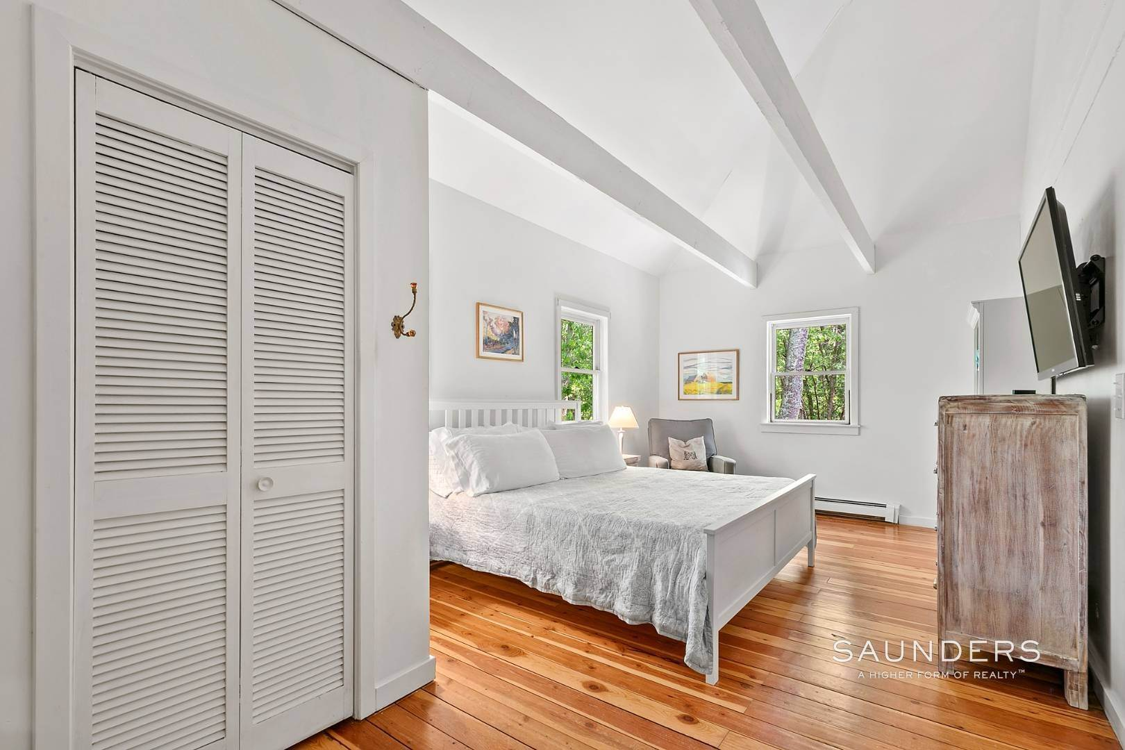 4. Single Family Homes for Sale at Post And Beam Beauty Southampton, Southampton Town, NY 11968