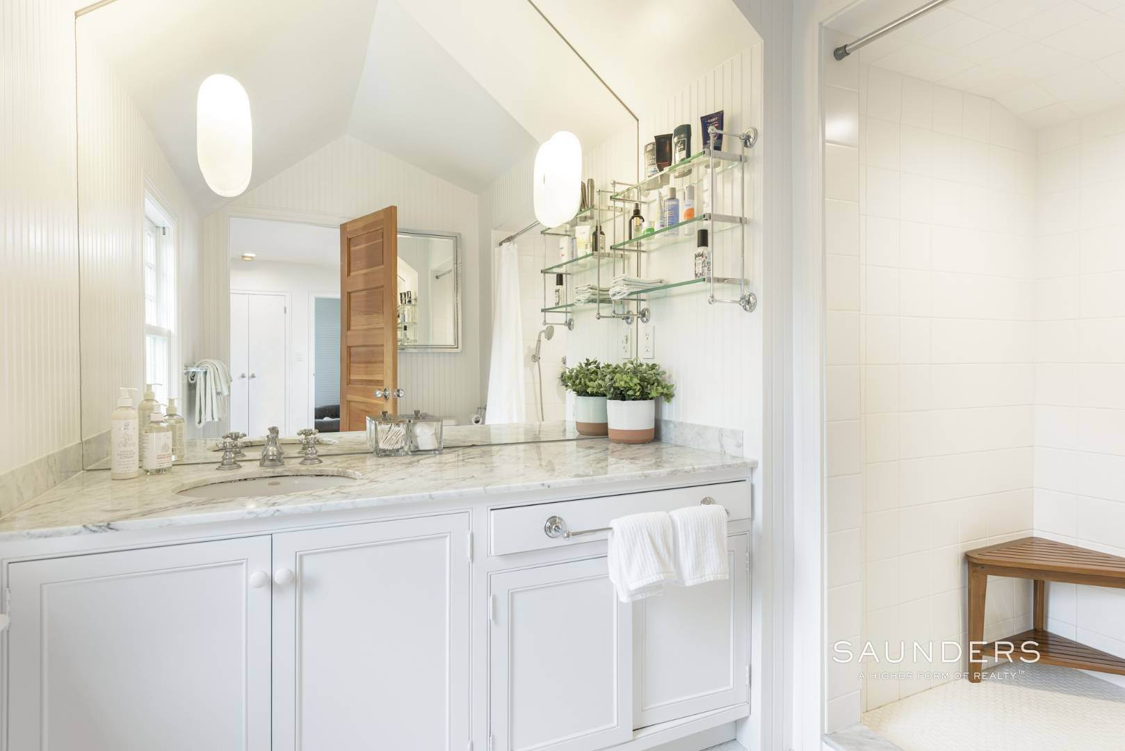 16. Single Family Homes at Classic Chic In East Hampton Village 104 Buell Lane, East Hampton, East Hampton Town, NY 11937
