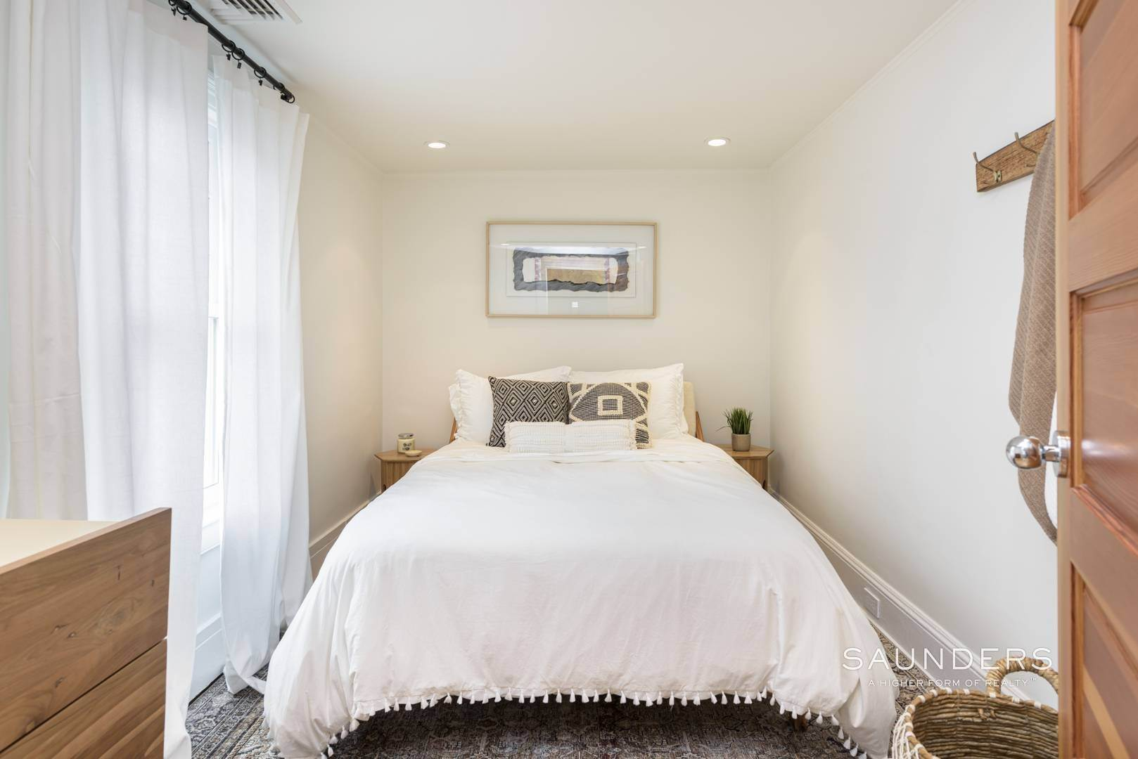 21. Single Family Homes at Classic Chic In East Hampton Village 104 Buell Lane, East Hampton, East Hampton Town, NY 11937