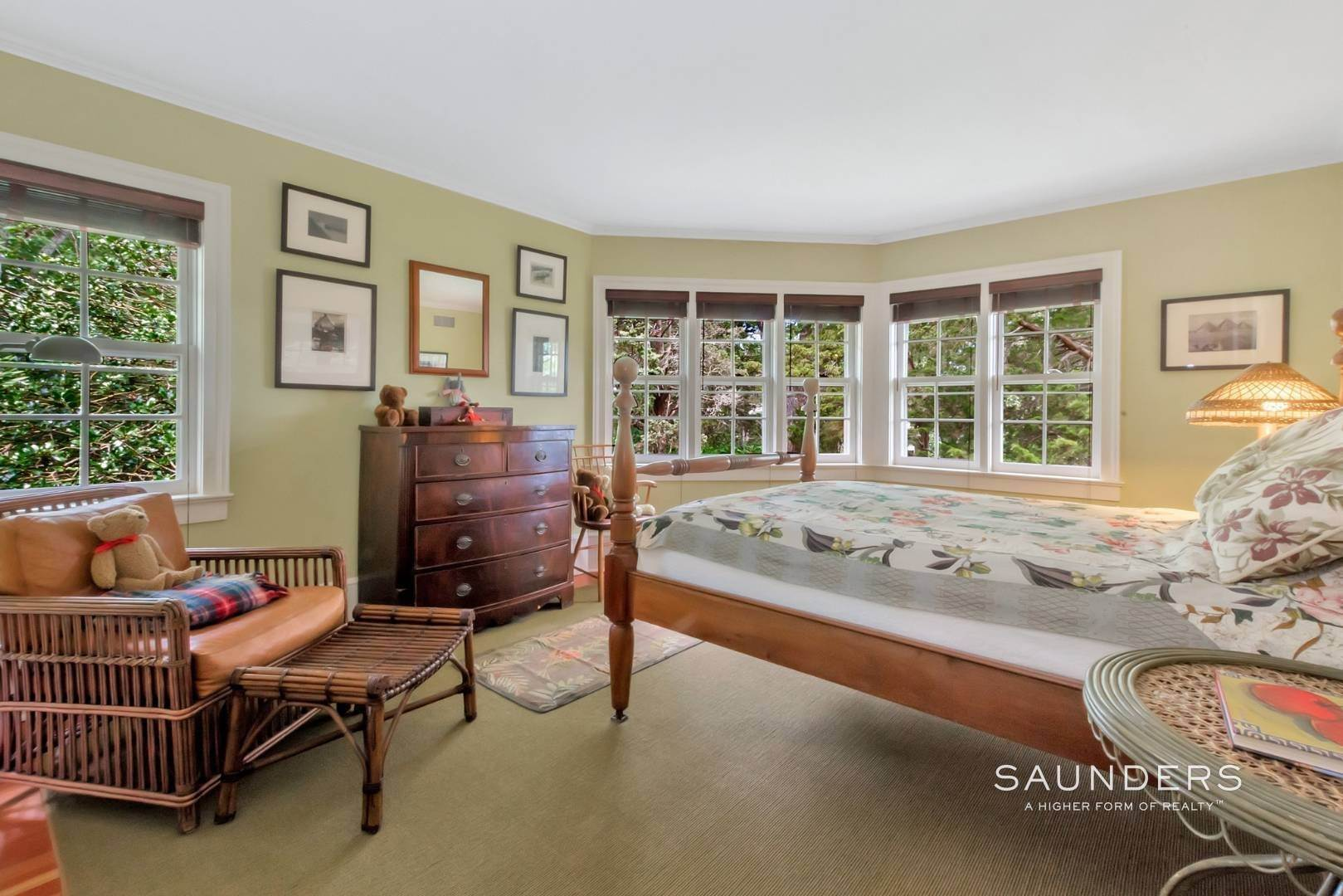 17. Single Family Homes for Sale at Classic Shelter Island Harborfront With Tennis And Pool 30 Little Ram Island Drive, Shelter Island Heights, Shelter Island, NY 11964