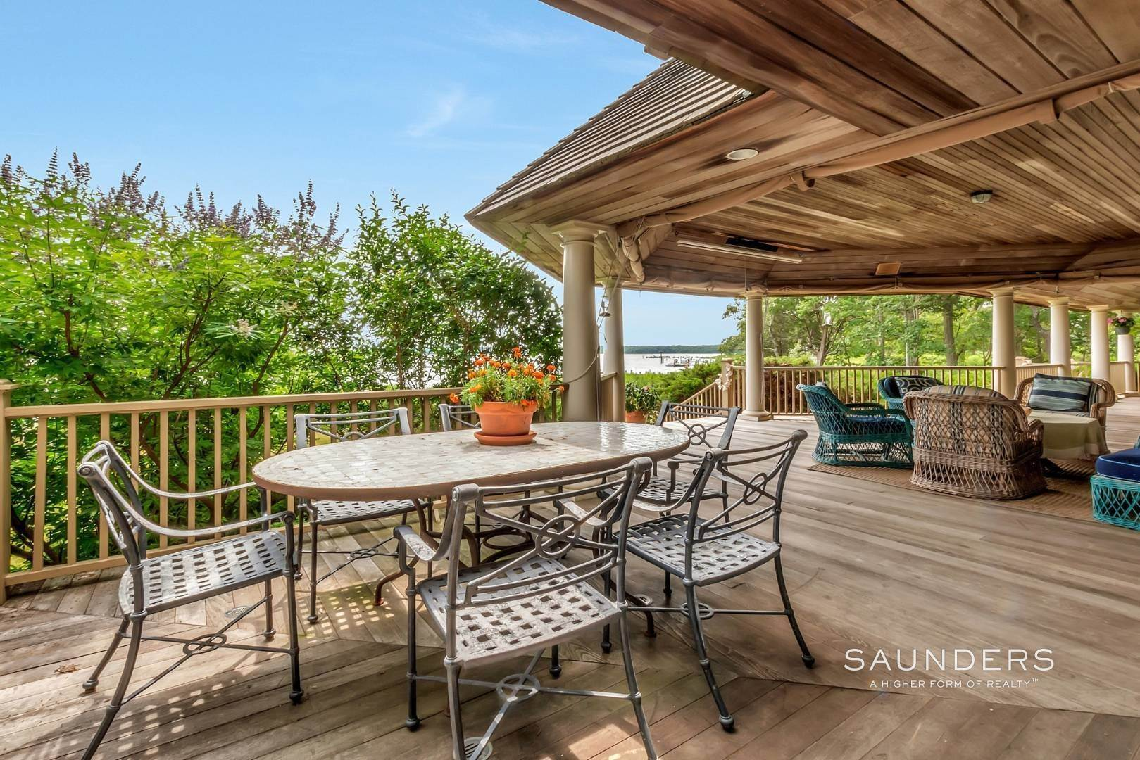 21. Single Family Homes for Sale at Classic Shelter Island Harborfront With Tennis And Pool 30 Little Ram Island Drive, Shelter Island Heights, Shelter Island, NY 11964