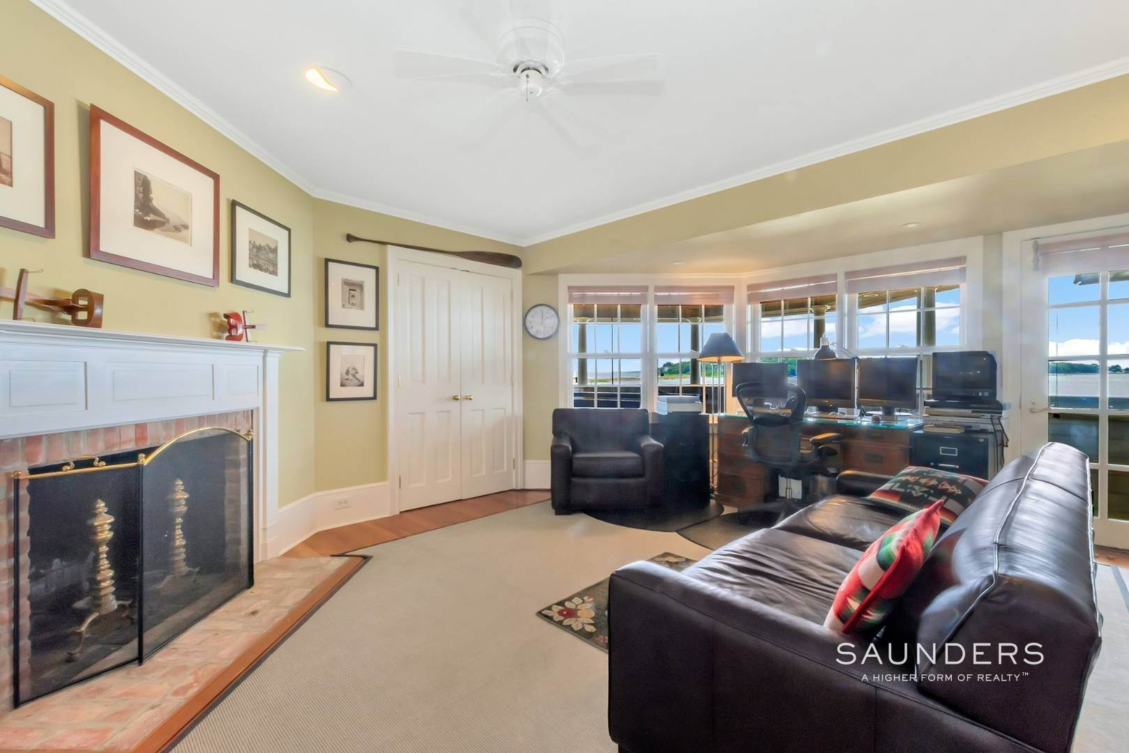 18. Single Family Homes for Sale at Classic Shelter Island Harborfront With Tennis And Pool 30 Little Ram Island Drive, Shelter Island Heights, Shelter Island, NY 11964