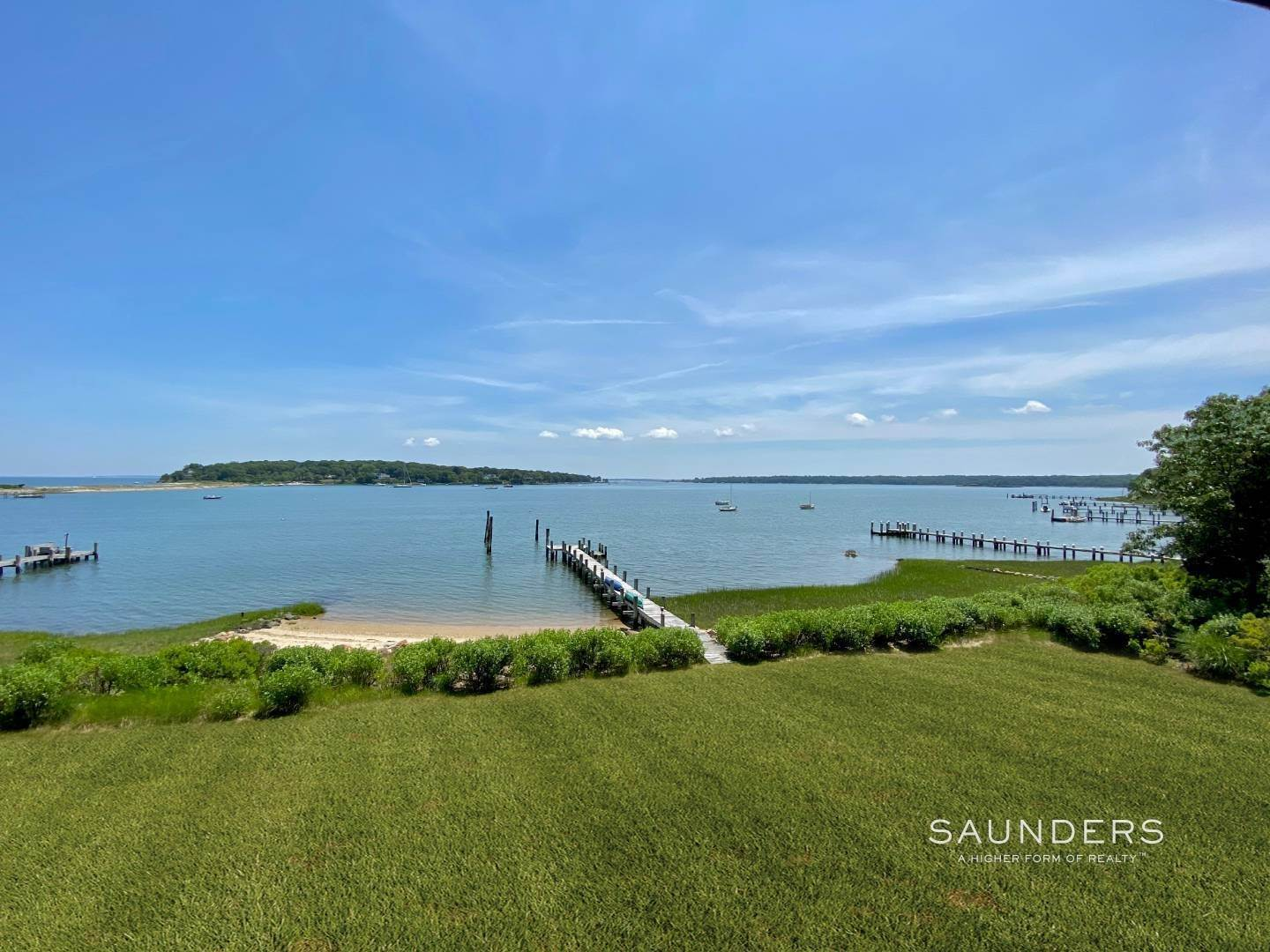 23. Single Family Homes for Sale at Classic Shelter Island Harborfront With Tennis And Pool 30 Little Ram Island Drive, Shelter Island Heights, Shelter Island, NY 11964
