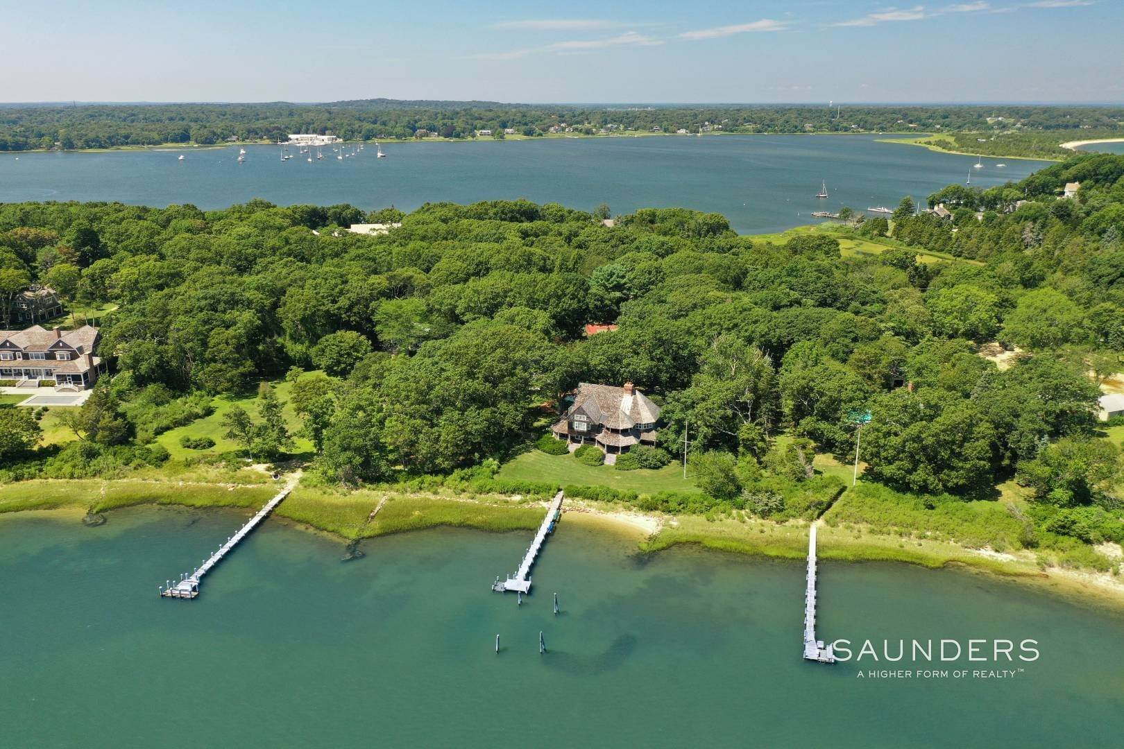 29. Single Family Homes for Sale at Classic Shelter Island Harborfront With Tennis And Pool 30 Little Ram Island Drive, Shelter Island Heights, Shelter Island, NY 11964