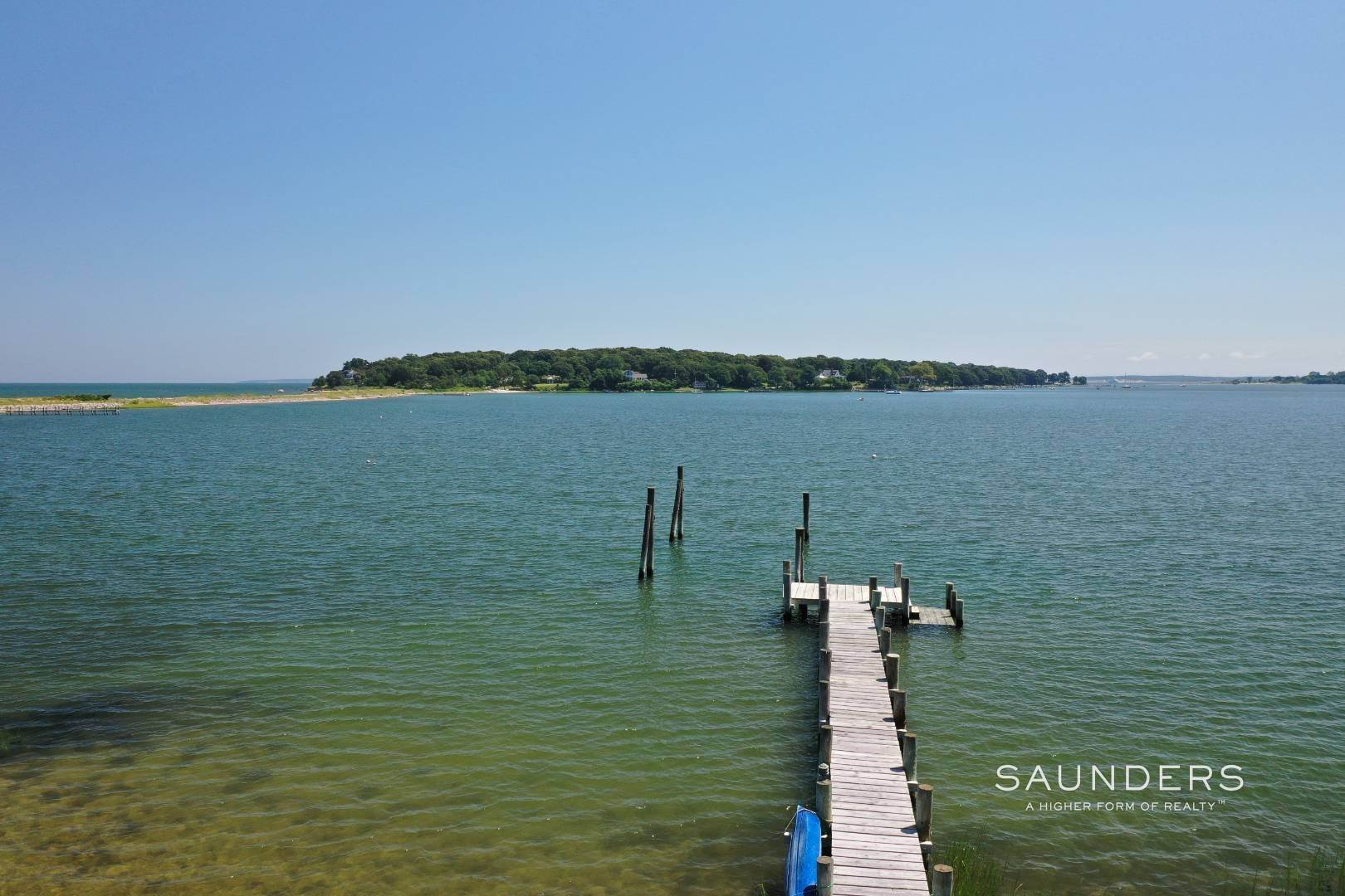 31. Single Family Homes for Sale at Classic Shelter Island Harborfront With Tennis And Pool 30 Little Ram Island Drive, Shelter Island Heights, Shelter Island, NY 11964