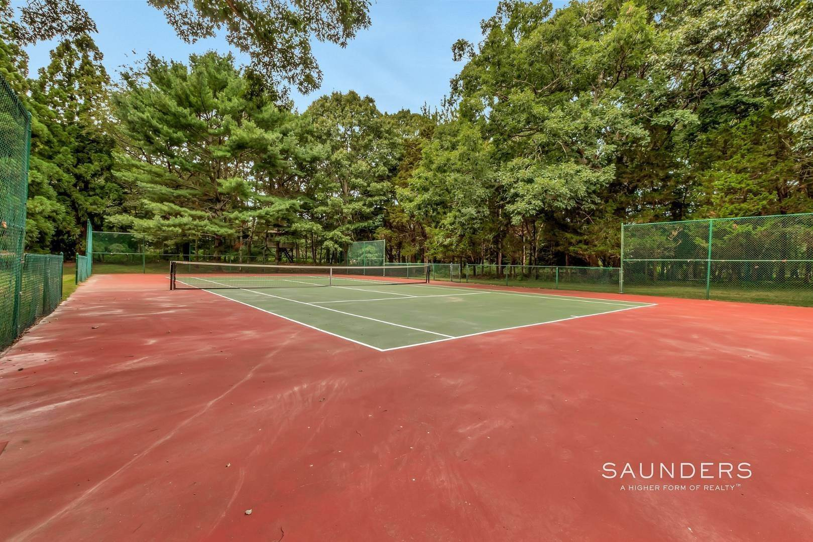 28. Single Family Homes for Sale at Classic Shelter Island Harborfront With Tennis And Pool 30 Little Ram Island Drive, Shelter Island Heights, Shelter Island, NY 11964