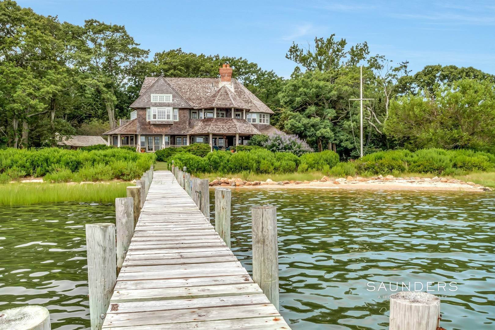 20. Single Family Homes for Sale at Classic Shelter Island Harborfront With Tennis And Pool 30 Little Ram Island Drive, Shelter Island Heights, Shelter Island, NY 11964