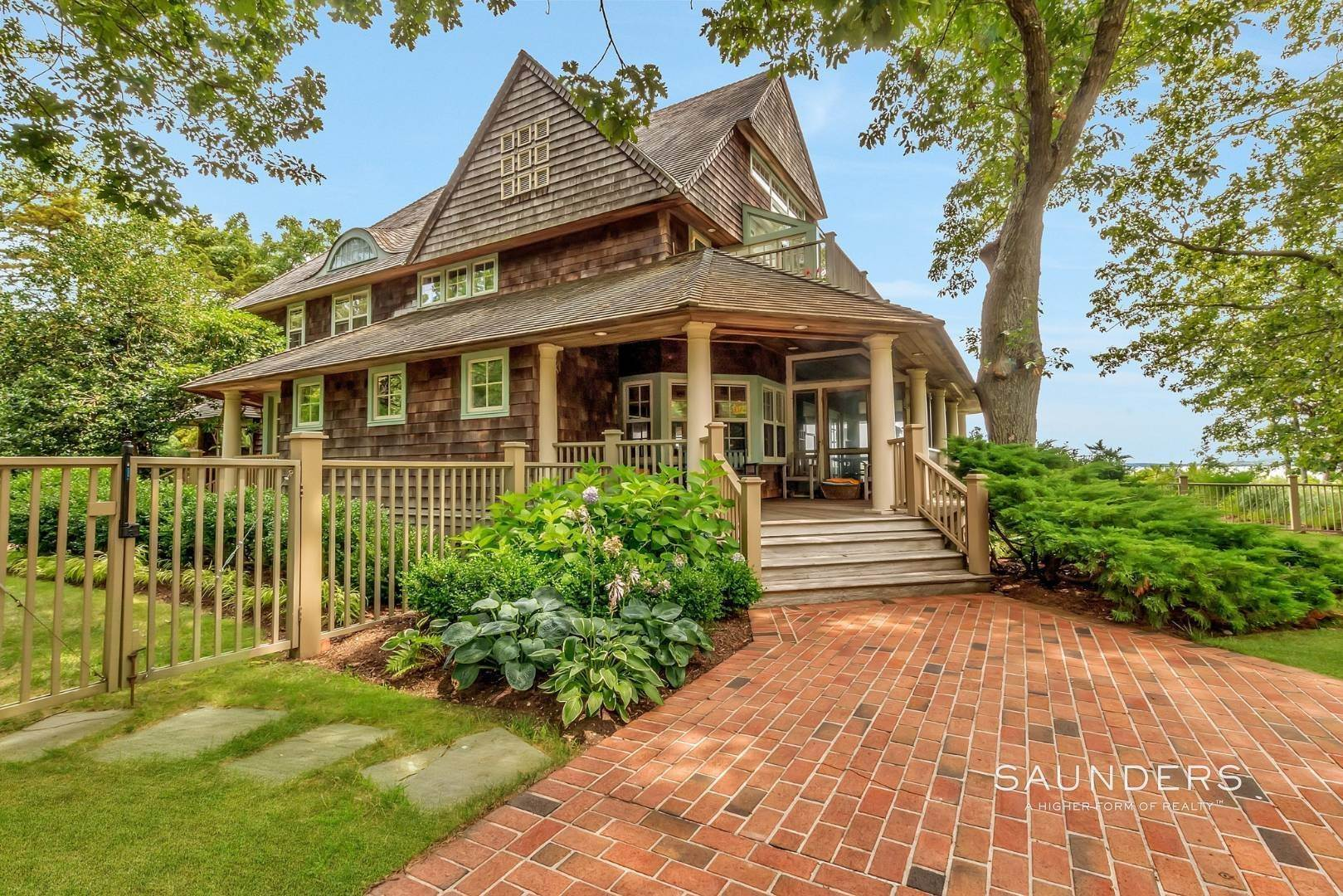 4. Single Family Homes for Sale at Classic Shelter Island Harborfront With Tennis And Pool 30 Little Ram Island Drive, Shelter Island Heights, Shelter Island, NY 11964