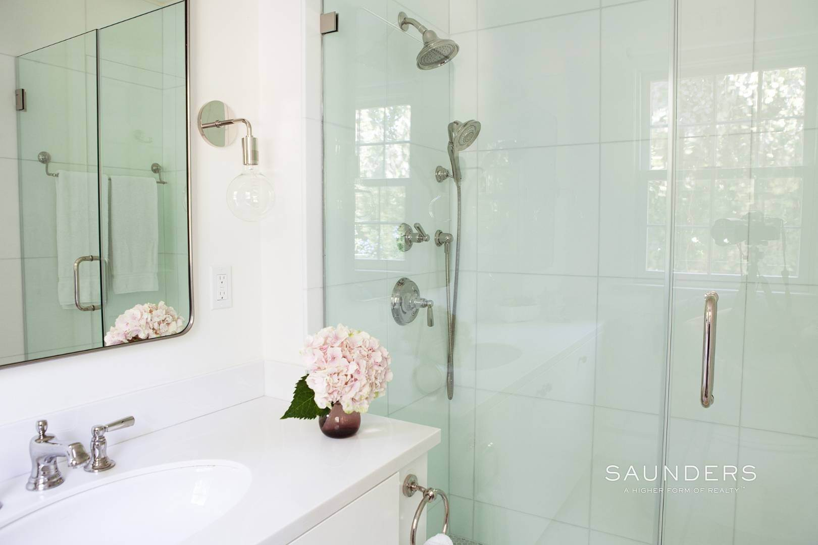 11. Single Family Homes for Sale at Designer-Owned Villa In East Hampton Village Estate Section 46 Woods Lane, East Hampton, East Hampton Town, NY 11937