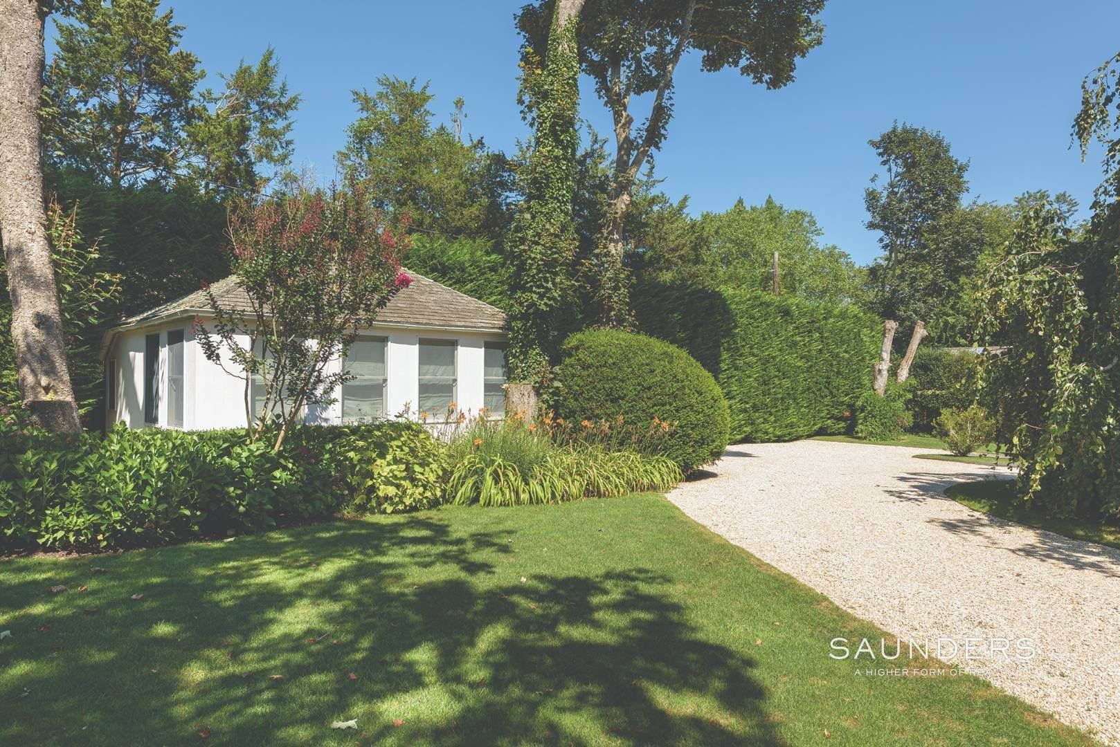 19. Single Family Homes for Sale at Designer-Owned Villa In East Hampton Village Estate Section 46 Woods Lane, East Hampton, East Hampton Town, NY 11937