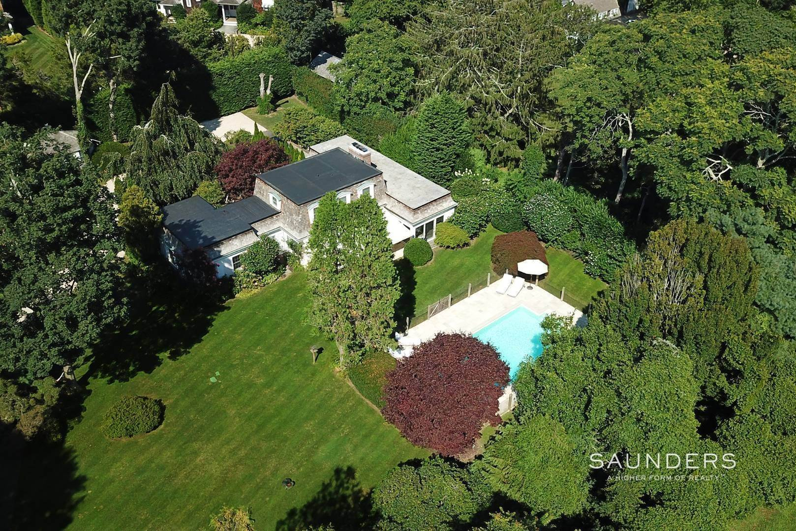 24. Single Family Homes for Sale at Designer-Owned Villa In East Hampton Village Estate Section 46 Woods Lane, East Hampton, East Hampton Town, NY 11937