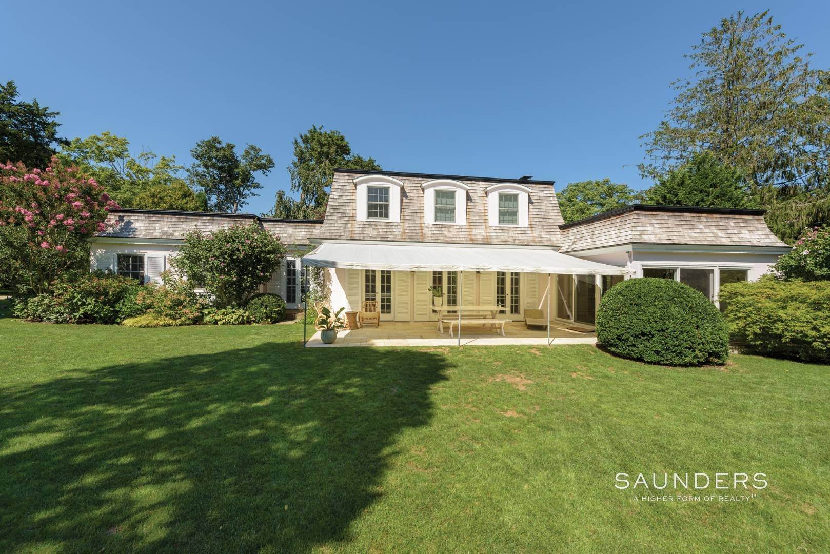 22. Single Family Homes for Sale at Designer-Owned Villa In East Hampton Village Estate Section 46 Woods Lane, East Hampton, East Hampton Town, NY 11937