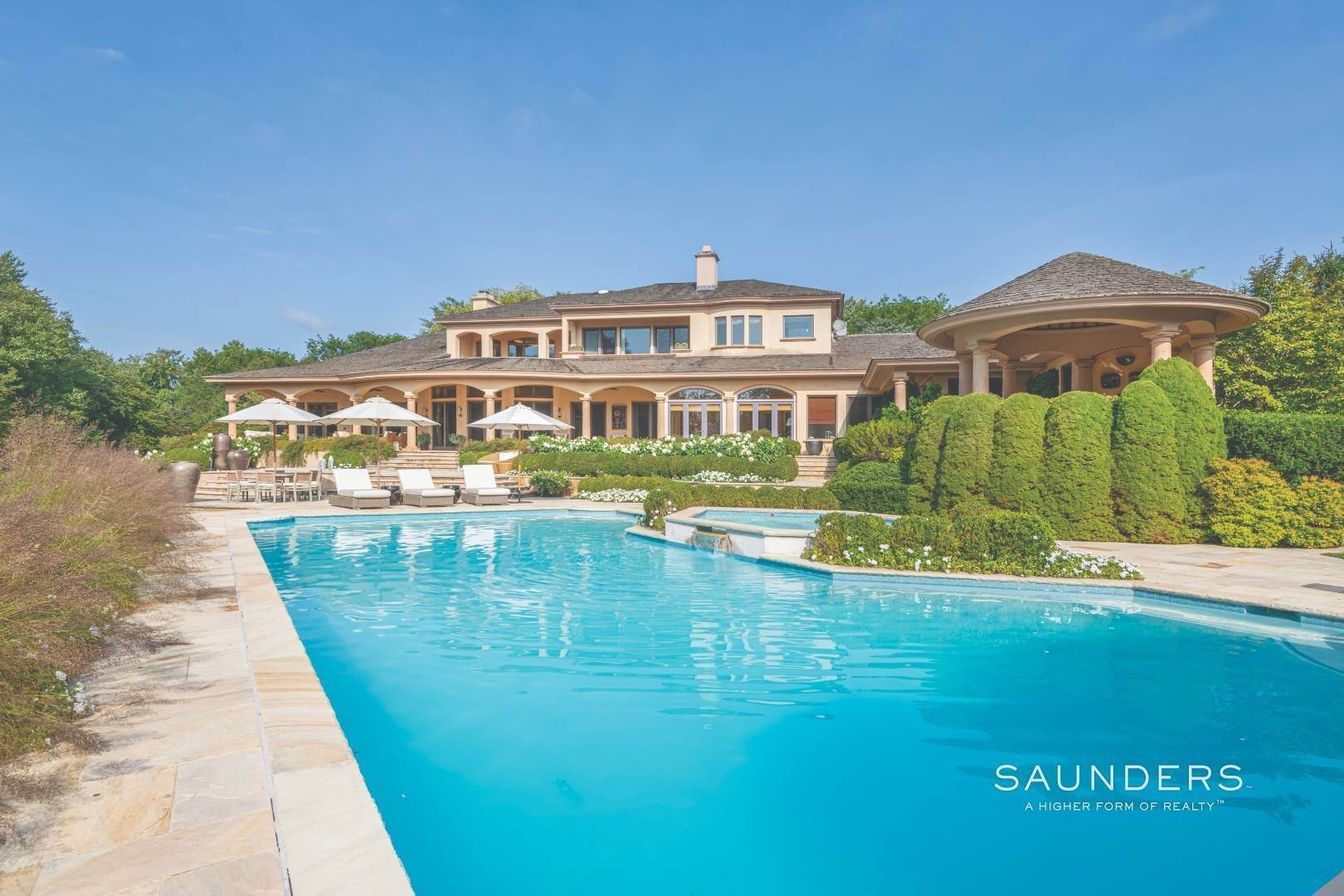 18. Single Family Homes for Sale at Secluded Bridgehampton Waterfront Estate 160 & 164 Trelawney Road, Bridgehampton, Southampton Town, NY 11932