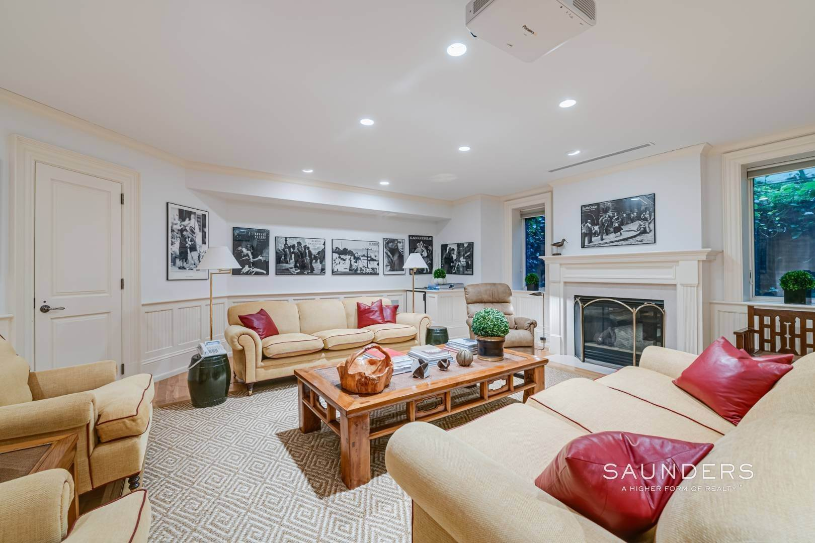 16. Single Family Homes for Sale at Secluded Bridgehampton Waterfront Estate 160 & 164 Trelawney Road, Bridgehampton, Southampton Town, NY 11932