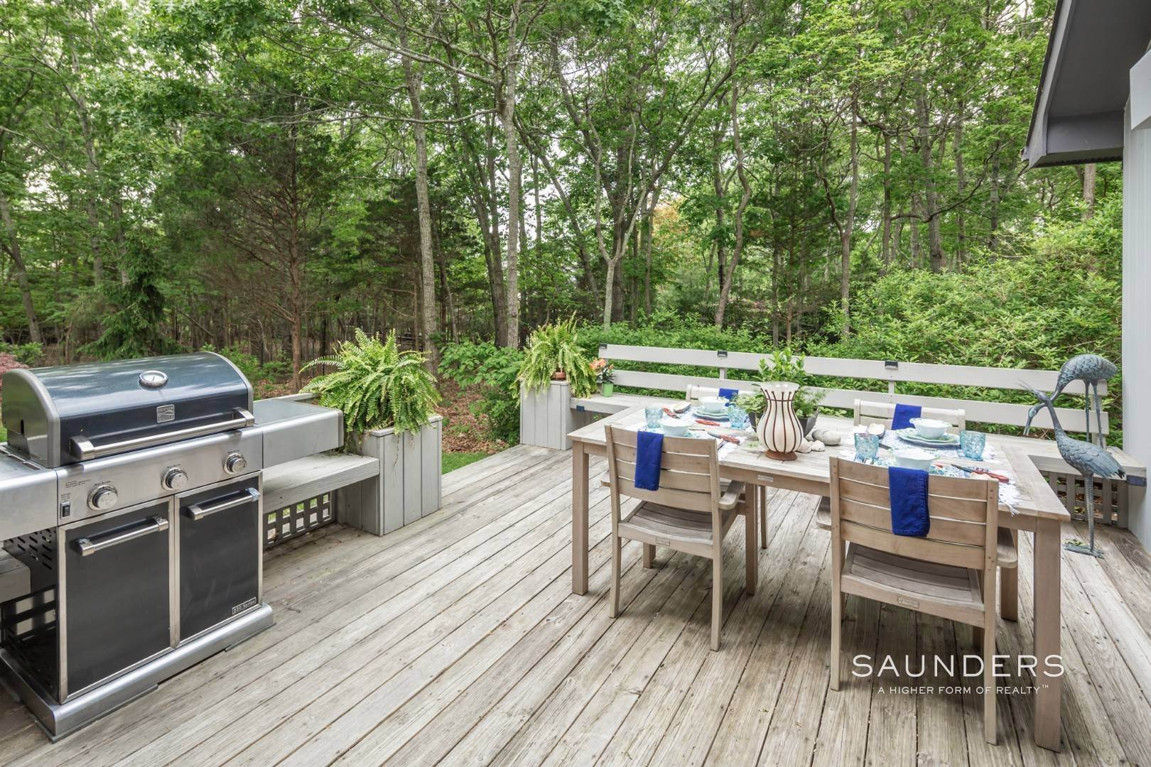 19. Single Family Homes at Immaculate Northwest Rental With Heated Pool And Hot Tub East Hampton, East Hampton Town, NY 11937