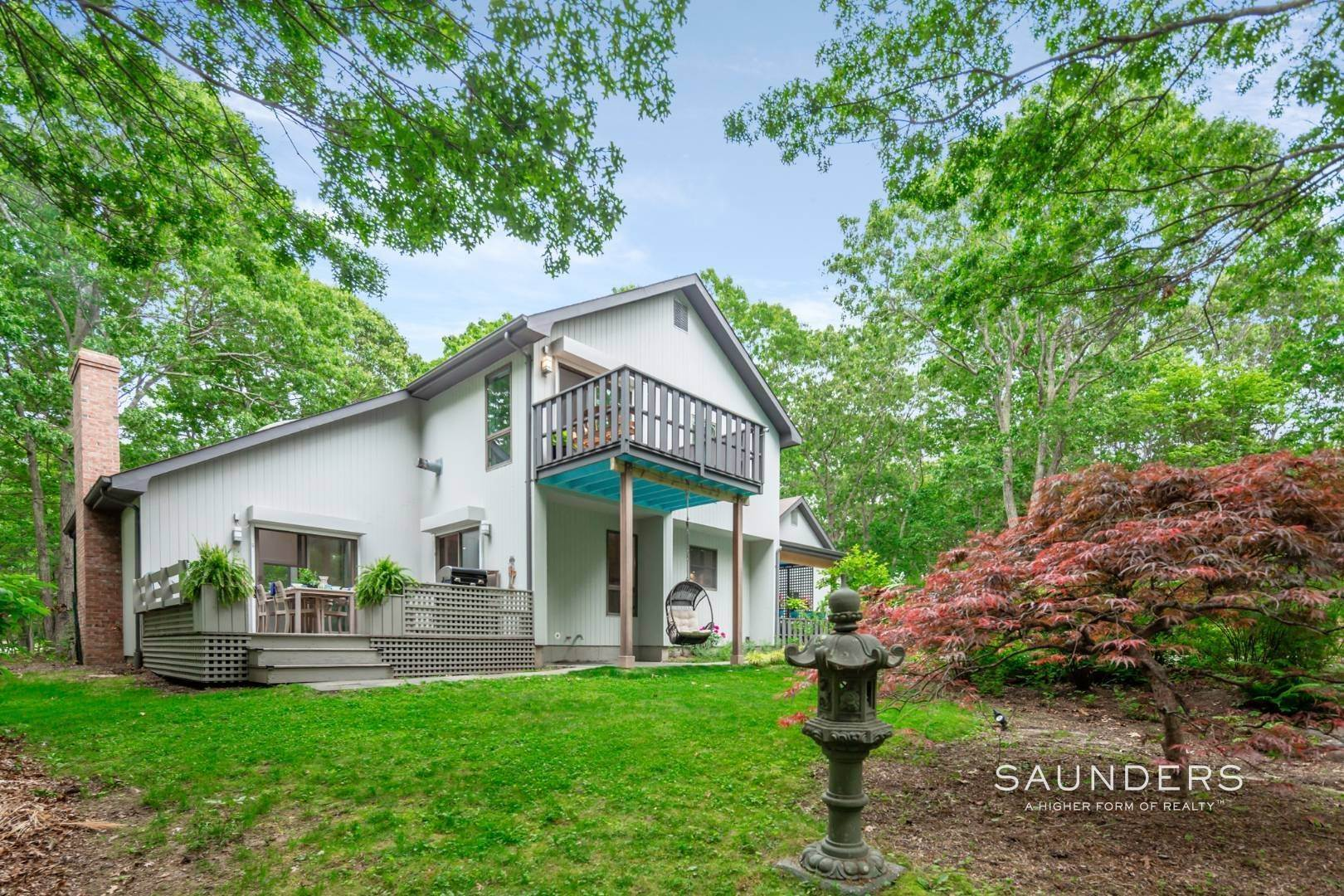 21. Single Family Homes at Immaculate Northwest Rental With Heated Pool And Hot Tub East Hampton, East Hampton Town, NY 11937