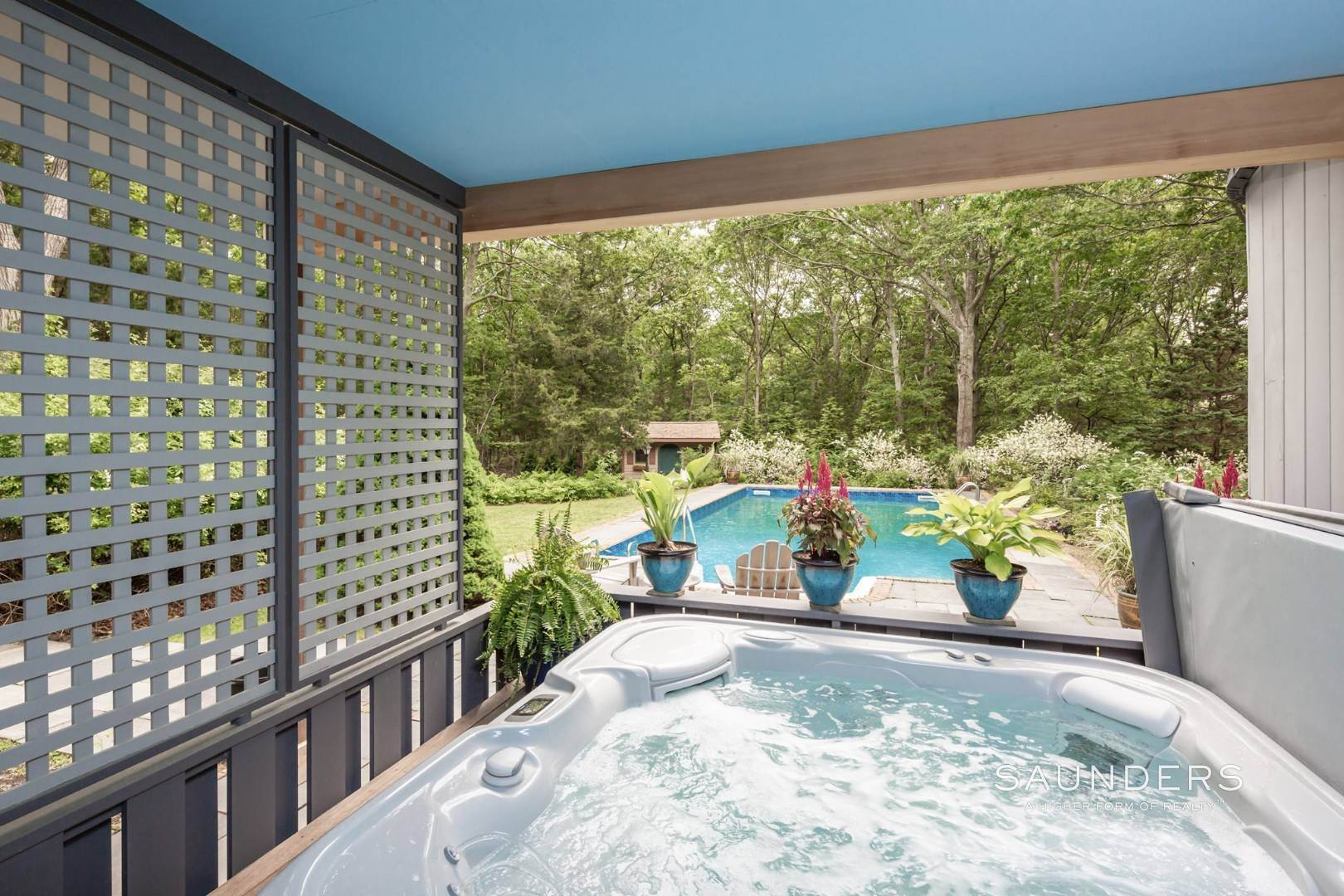 20. Single Family Homes at Immaculate Northwest Rental With Heated Pool And Hot Tub East Hampton, East Hampton Town, NY 11937
