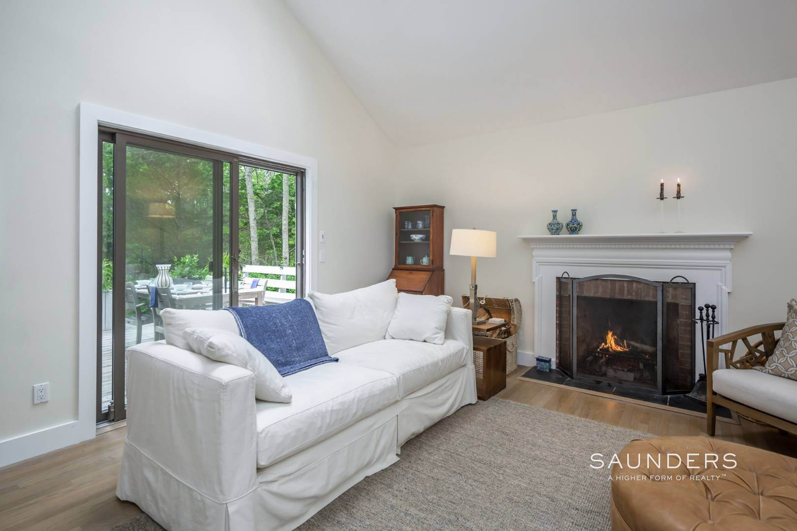 8. Single Family Homes at Immaculate Northwest Rental With Heated Pool And Hot Tub East Hampton, East Hampton Town, NY 11937