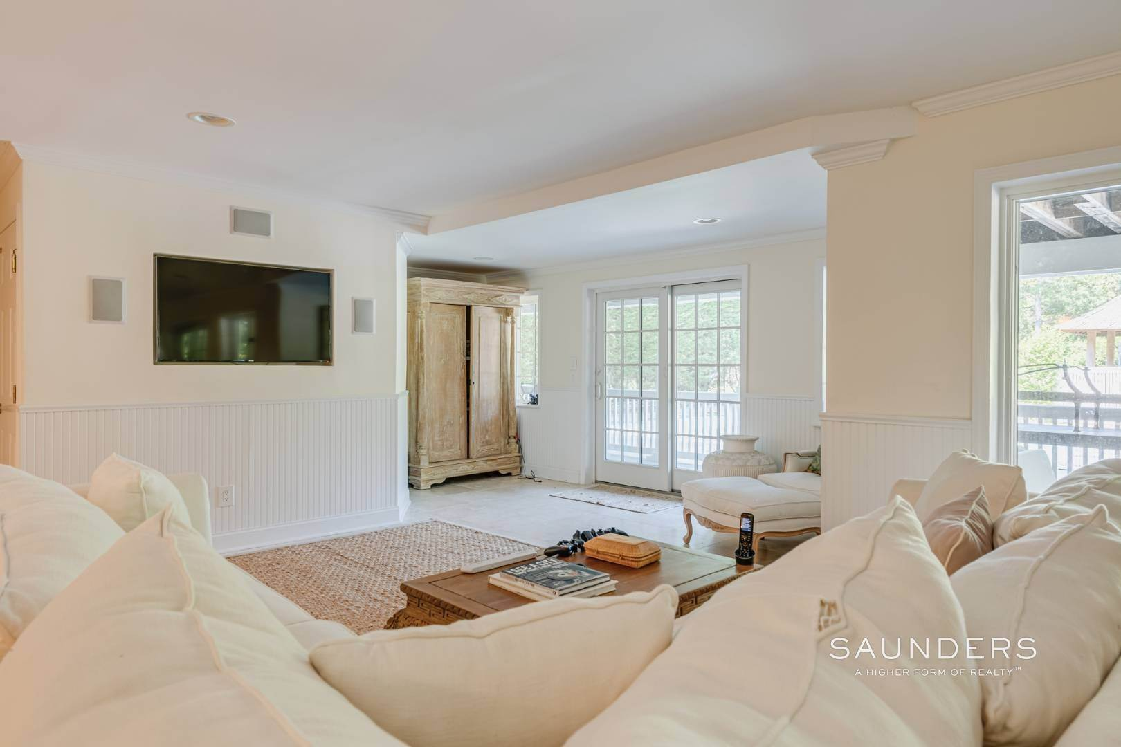 18. Single Family Homes for Sale at Gated Southampton Traditional On 2+ Acres 44 Ocean View Parkway, Southampton, Southampton Town, NY 11968