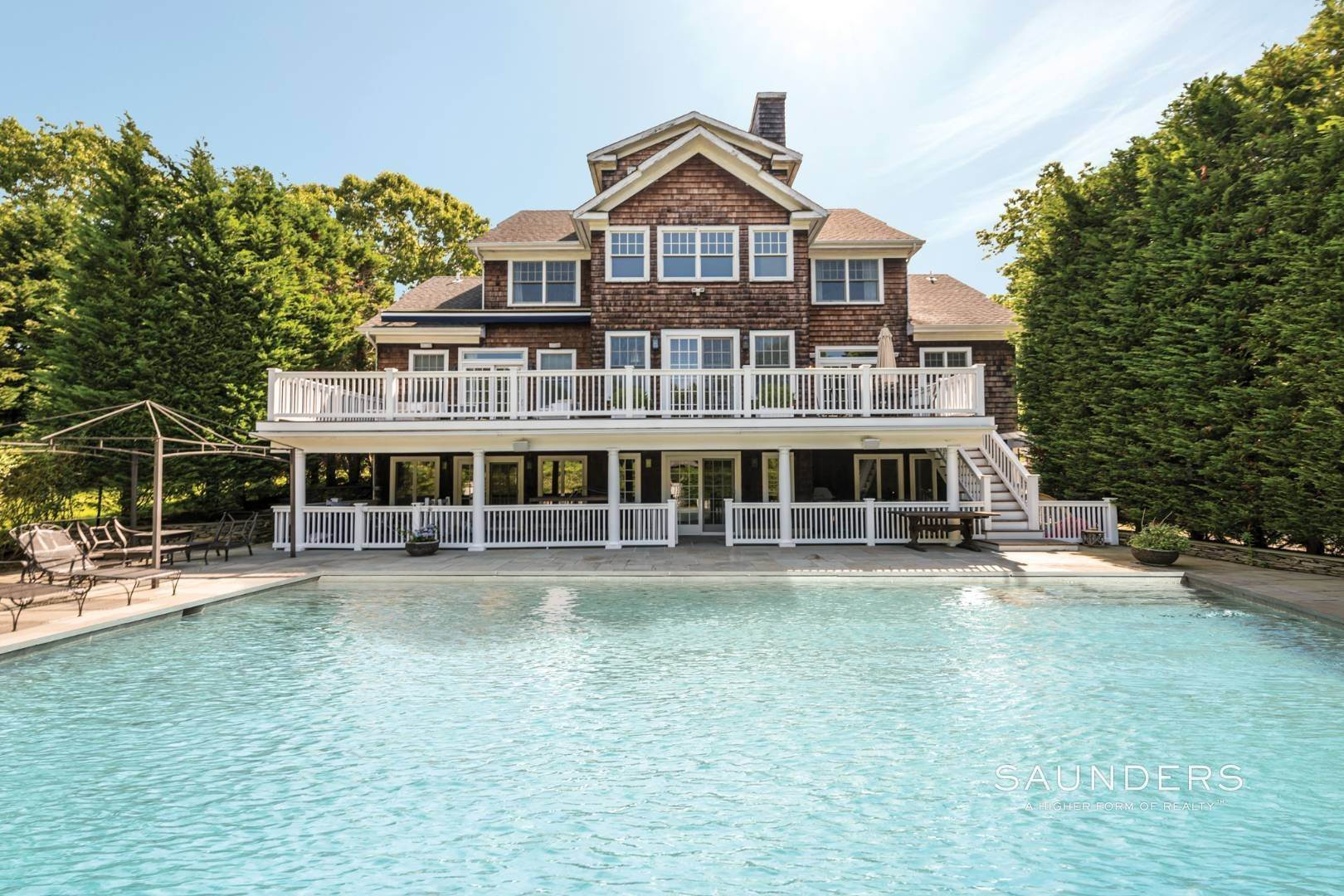 20. Single Family Homes for Sale at Gated Southampton Traditional On 2+ Acres 44 Ocean View Parkway, Southampton, Southampton Town, NY 11968