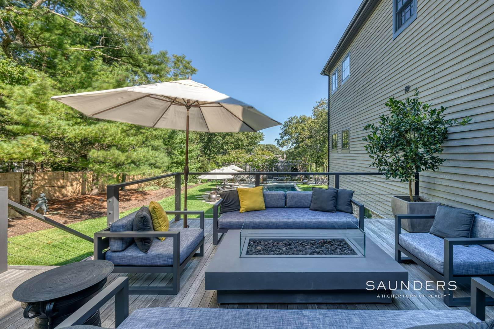 21. Single Family Homes for Sale at Spacious And Private, Consummate Style In Sag Harbor Village 22 Carver Street, Sag Harbor, Southampton Town, NY 11963