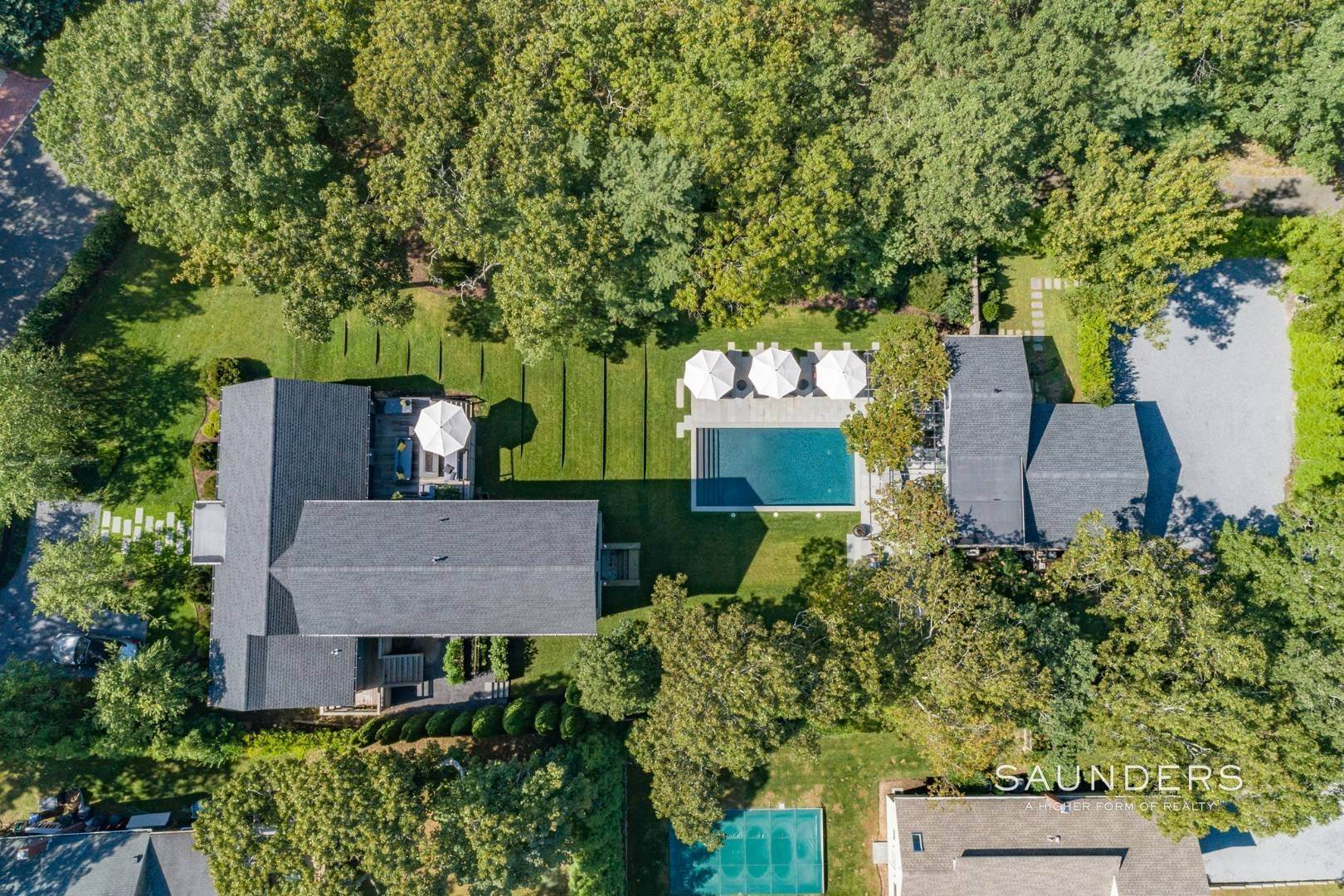 23. Single Family Homes for Sale at Spacious And Private, Consummate Style In Sag Harbor Village 22 Carver Street, Sag Harbor, Southampton Town, NY 11963