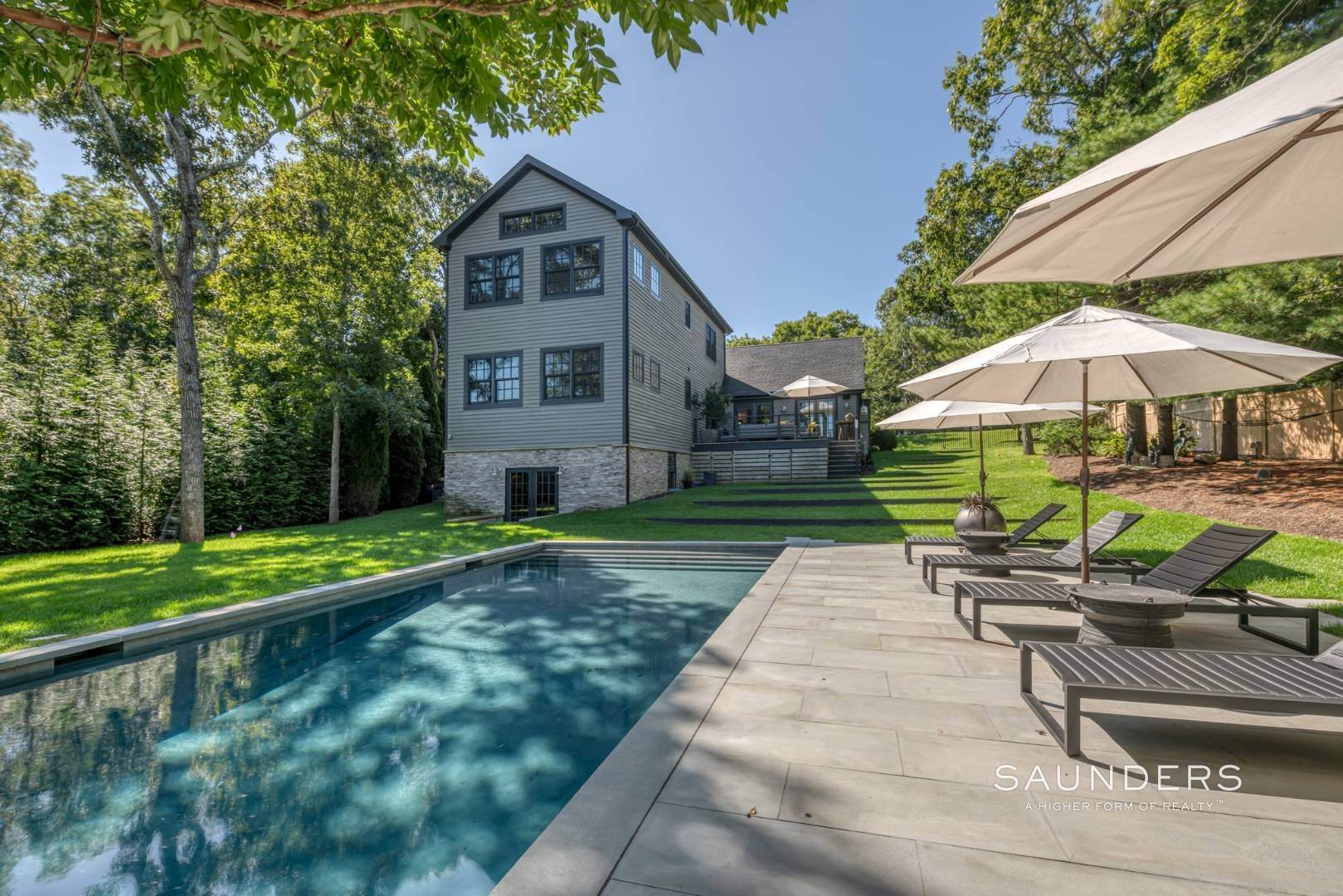 16. Single Family Homes for Sale at Spacious And Private, Consummate Style In Sag Harbor Village 22 Carver Street, Sag Harbor, Southampton Town, NY 11963