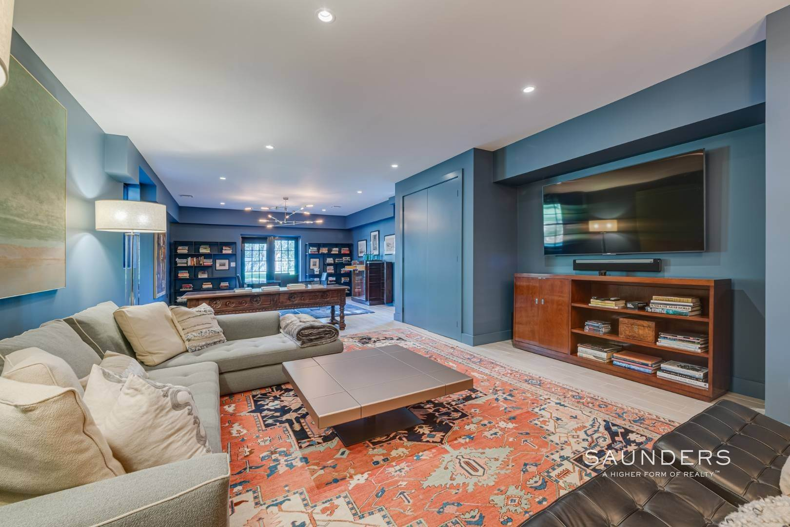 15. Single Family Homes for Sale at Spacious And Private, Consummate Style In Sag Harbor Village 22 Carver Street, Sag Harbor, Southampton Town, NY 11963