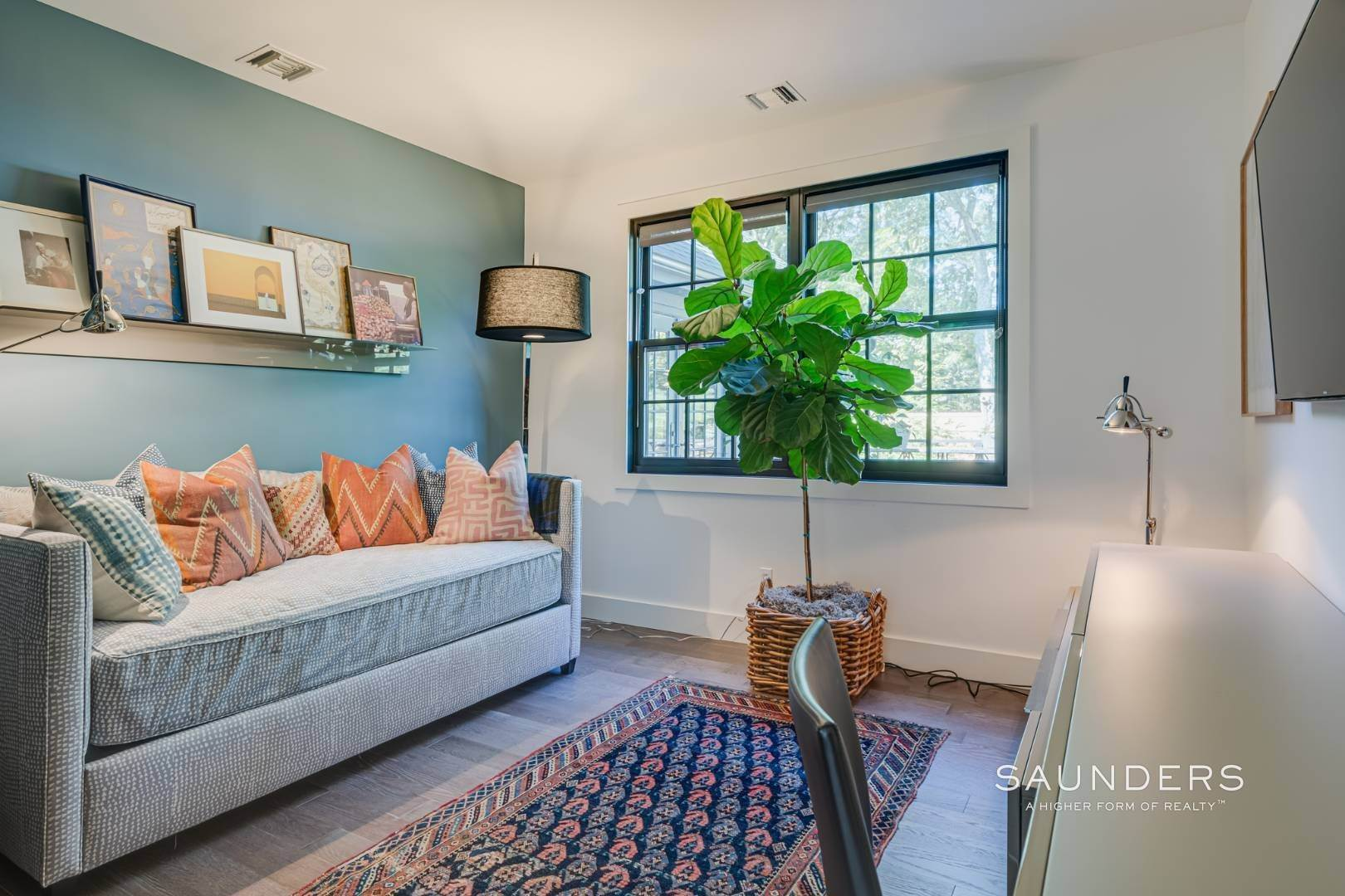 13. Single Family Homes for Sale at Spacious And Private, Consummate Style In Sag Harbor Village 22 Carver Street, Sag Harbor, Southampton Town, NY 11963