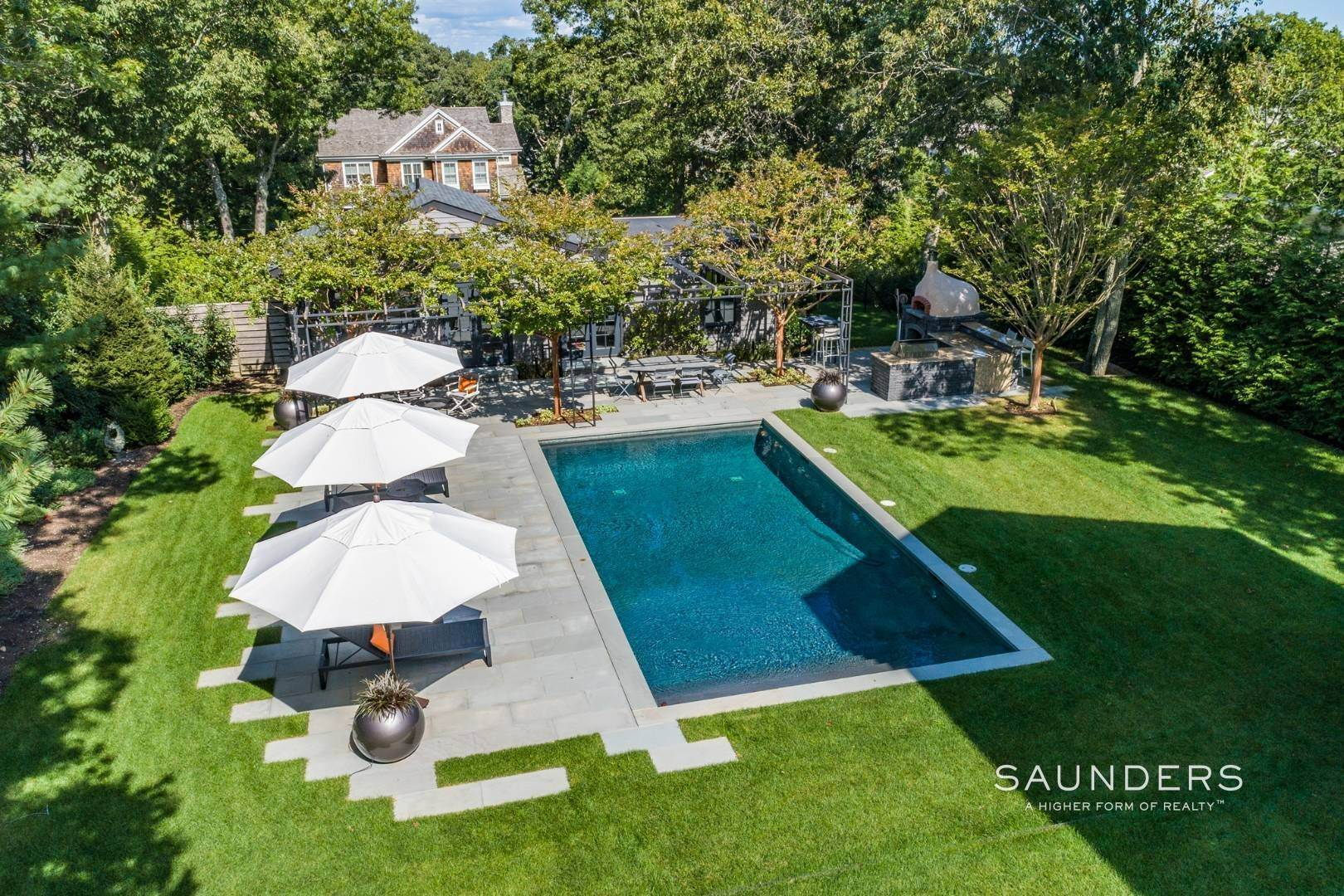 17. Single Family Homes for Sale at Spacious And Private, Consummate Style In Sag Harbor Village 22 Carver Street, Sag Harbor, Southampton Town, NY 11963