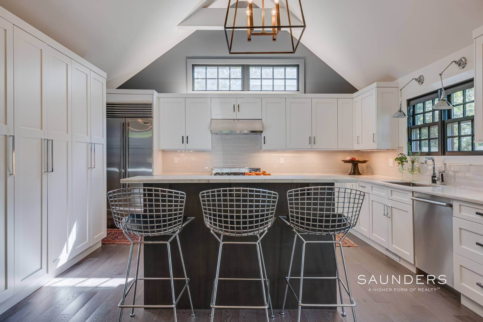 7. Single Family Homes for Sale at Spacious And Private, Consummate Style In Sag Harbor Village 22 Carver Street, Sag Harbor, Southampton Town, NY 11963