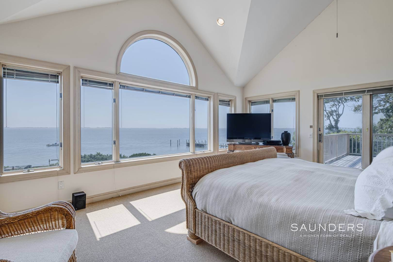 16. Single Family Homes for Sale at Open Bayfront And Boater's Dream 14 Carmel Lane, Hampton Bays, Southampton Town, NY 11946