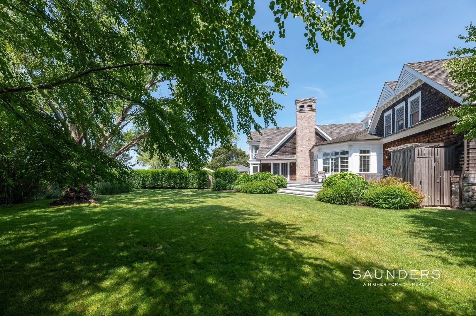 29. Single Family Homes at Bridgehampton South Overlooking A Private Vineyard Bridgehampton, Southampton Town, NY 11932