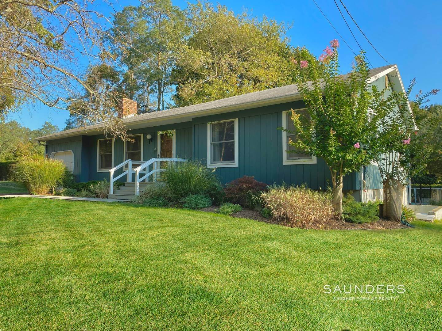 Single Family Homes for Sale at Shelter Island Cottage With Pool And Dock 2 Valley Road, Shelter Island, NY 11964