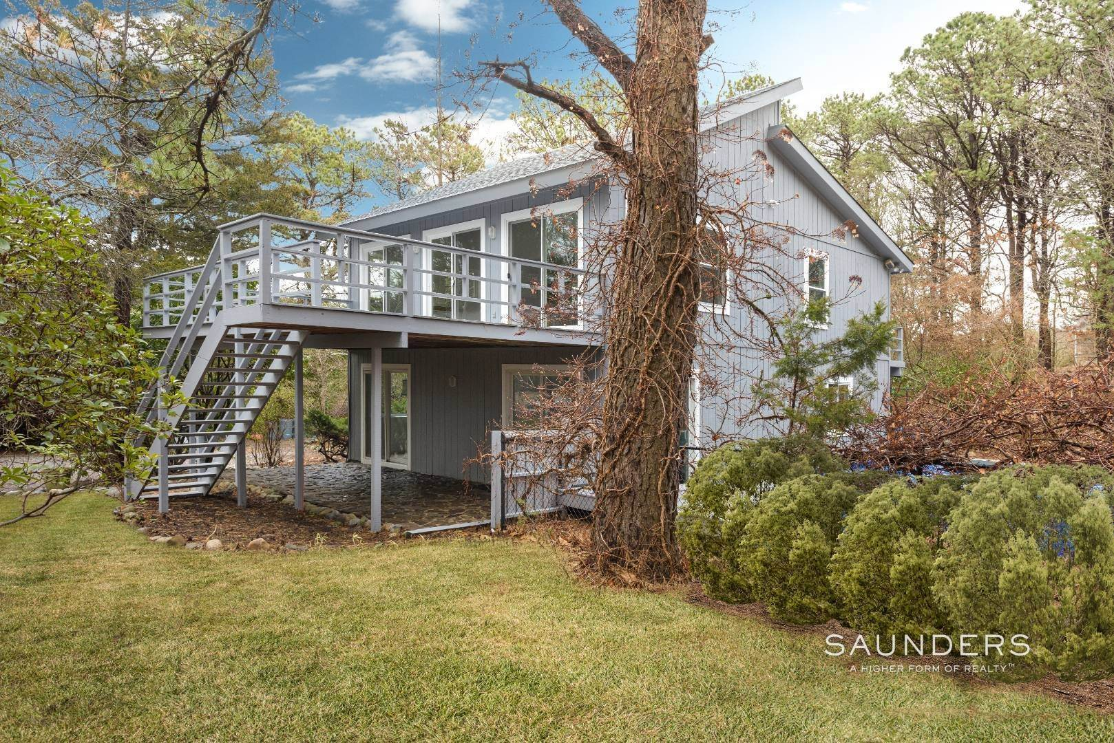 17. Single Family Homes at Stylish In Southampton Southampton, Southampton Town, NY 11968