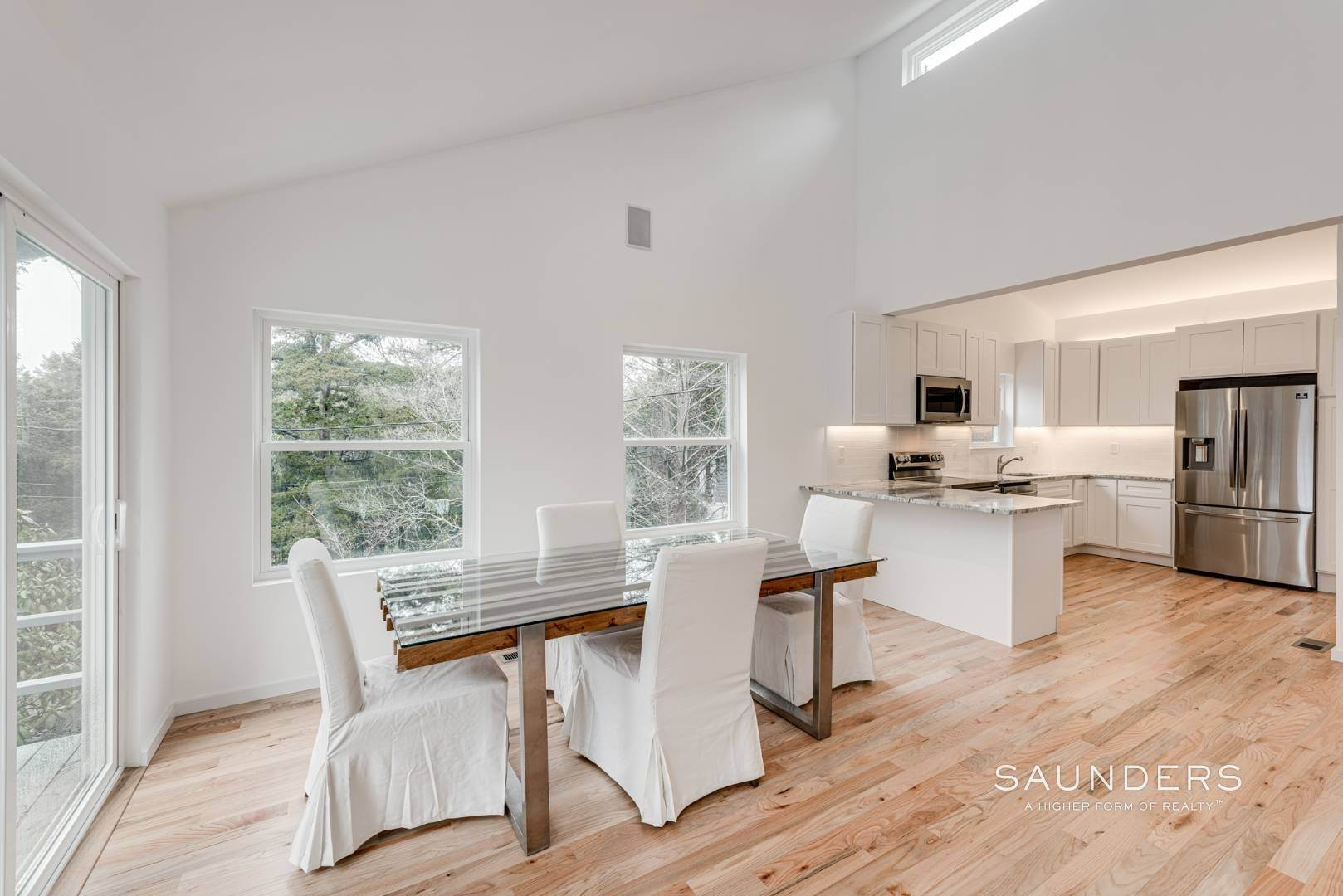 6. Single Family Homes at Stylish In Southampton Southampton, Southampton Town, NY 11968