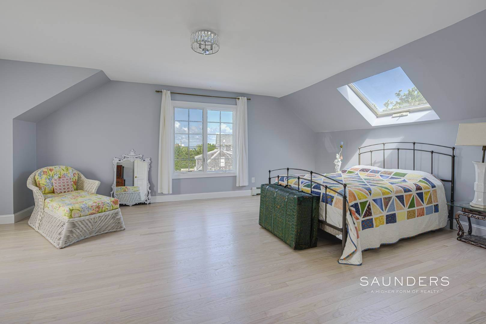 18. Single Family Homes for Sale at Renovated Beach House 39 Inlet Road East, Southampton, Southampton Town, NY 11968