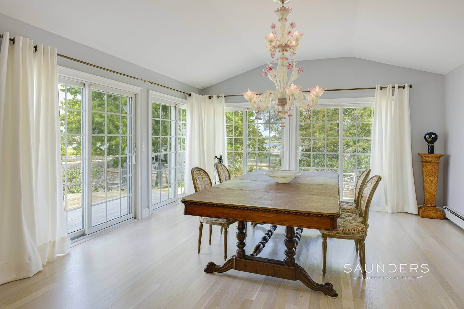 13. Single Family Homes for Sale at Renovated Beach House 39 Inlet Road East, Southampton, Southampton Town, NY 11968