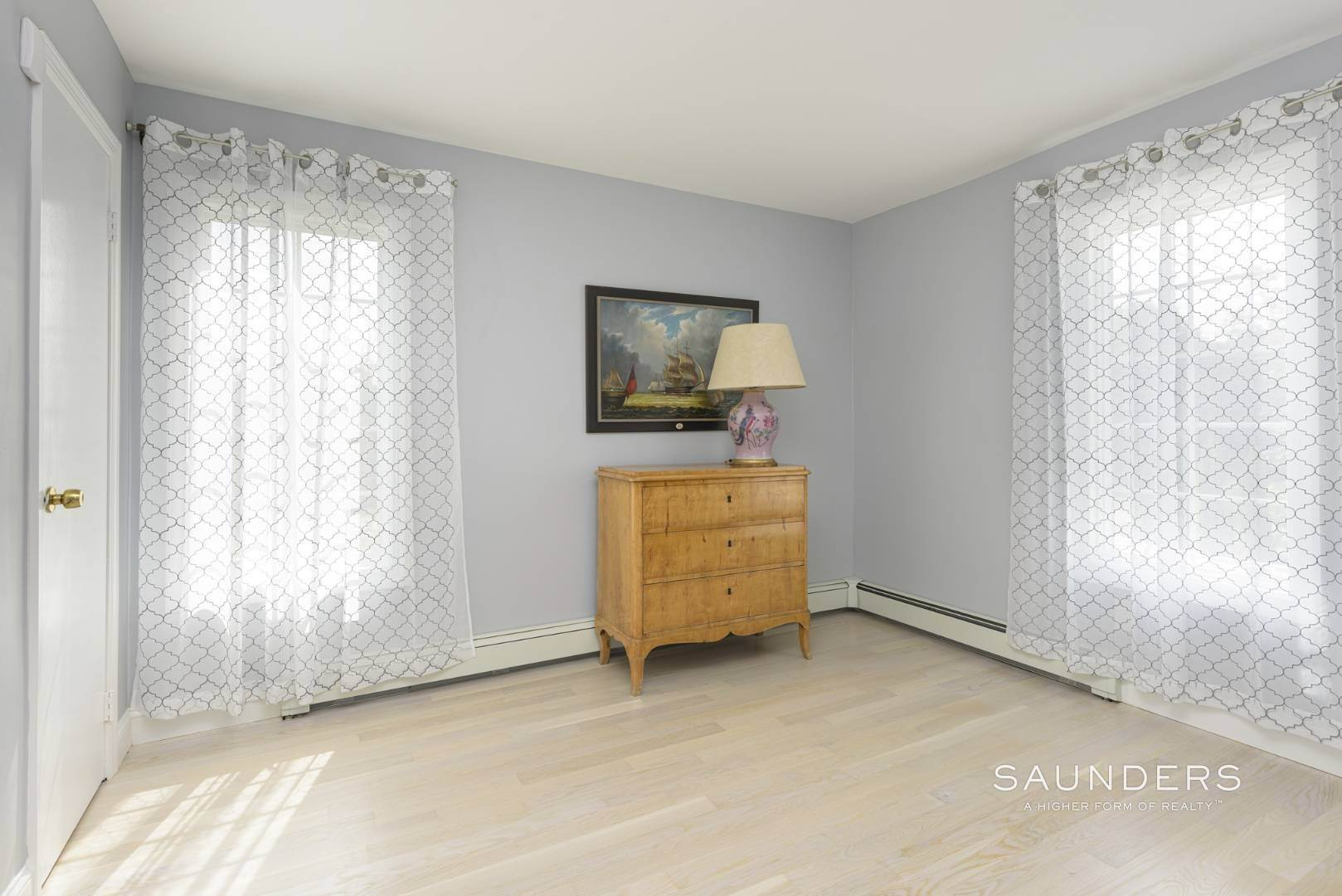 20. Single Family Homes for Sale at Renovated Beach House 39 Inlet Road East, Southampton, Southampton Town, NY 11968