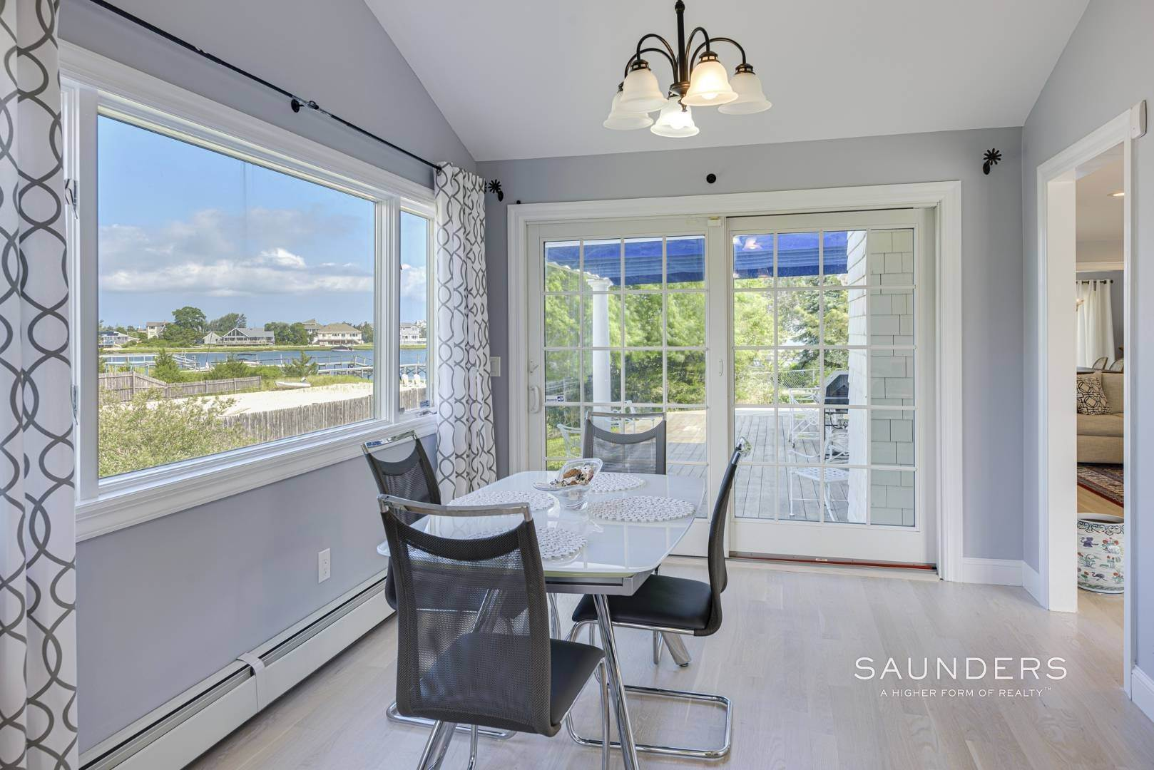 11. Single Family Homes for Sale at Renovated Beach House 39 Inlet Road East, Southampton, Southampton Town, NY 11968