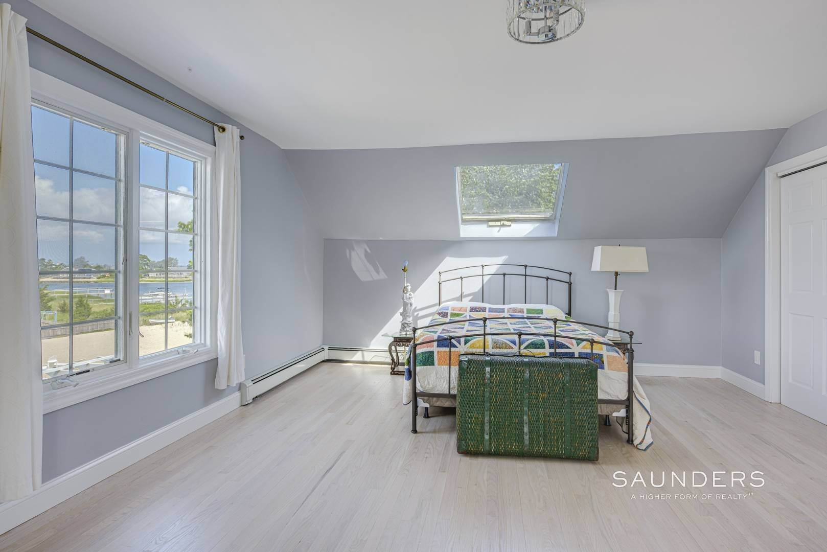 17. Single Family Homes for Sale at Renovated Beach House 39 Inlet Road East, Southampton, Southampton Town, NY 11968