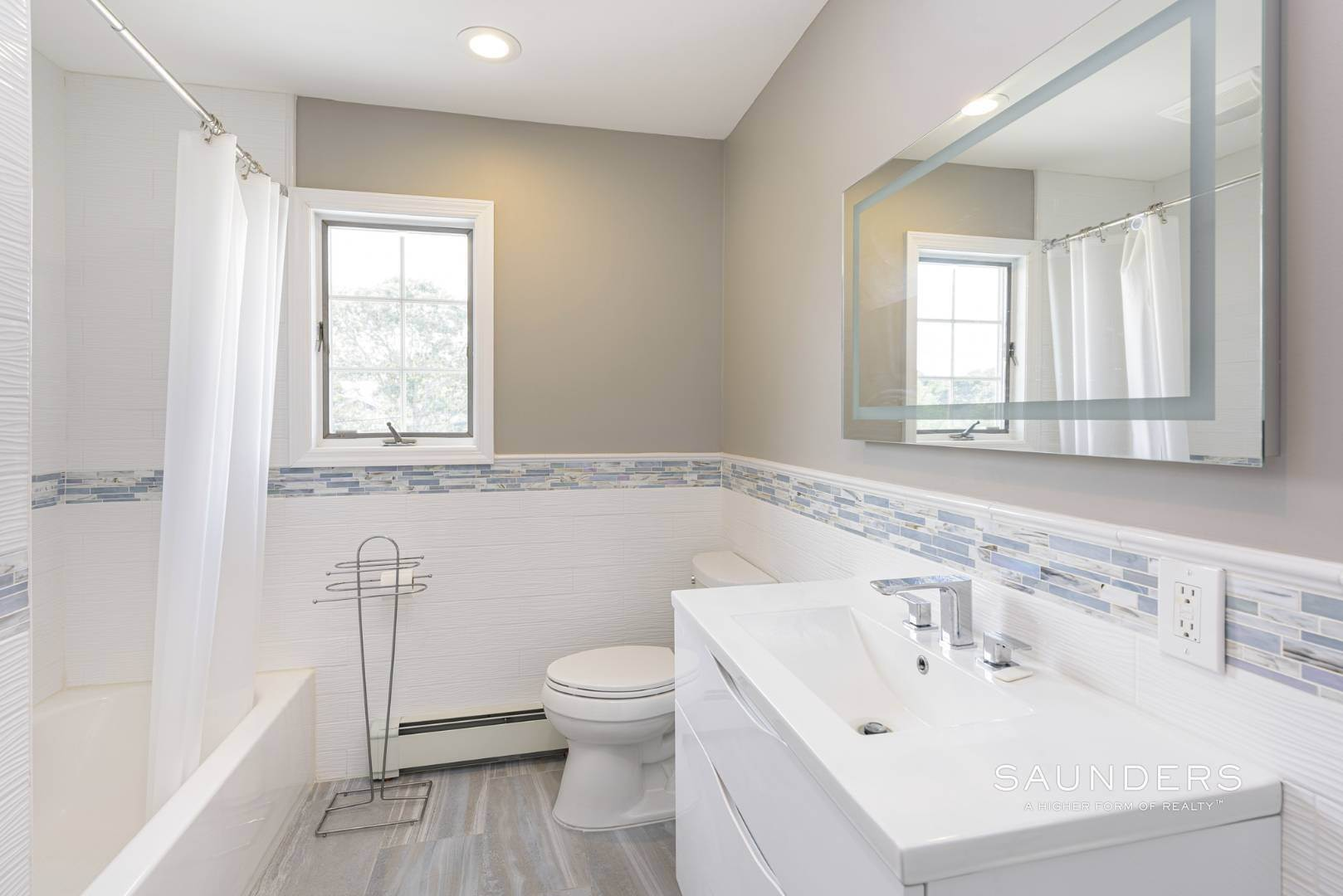 15. Single Family Homes for Sale at Renovated Beach House 39 Inlet Road East, Southampton, Southampton Town, NY 11968