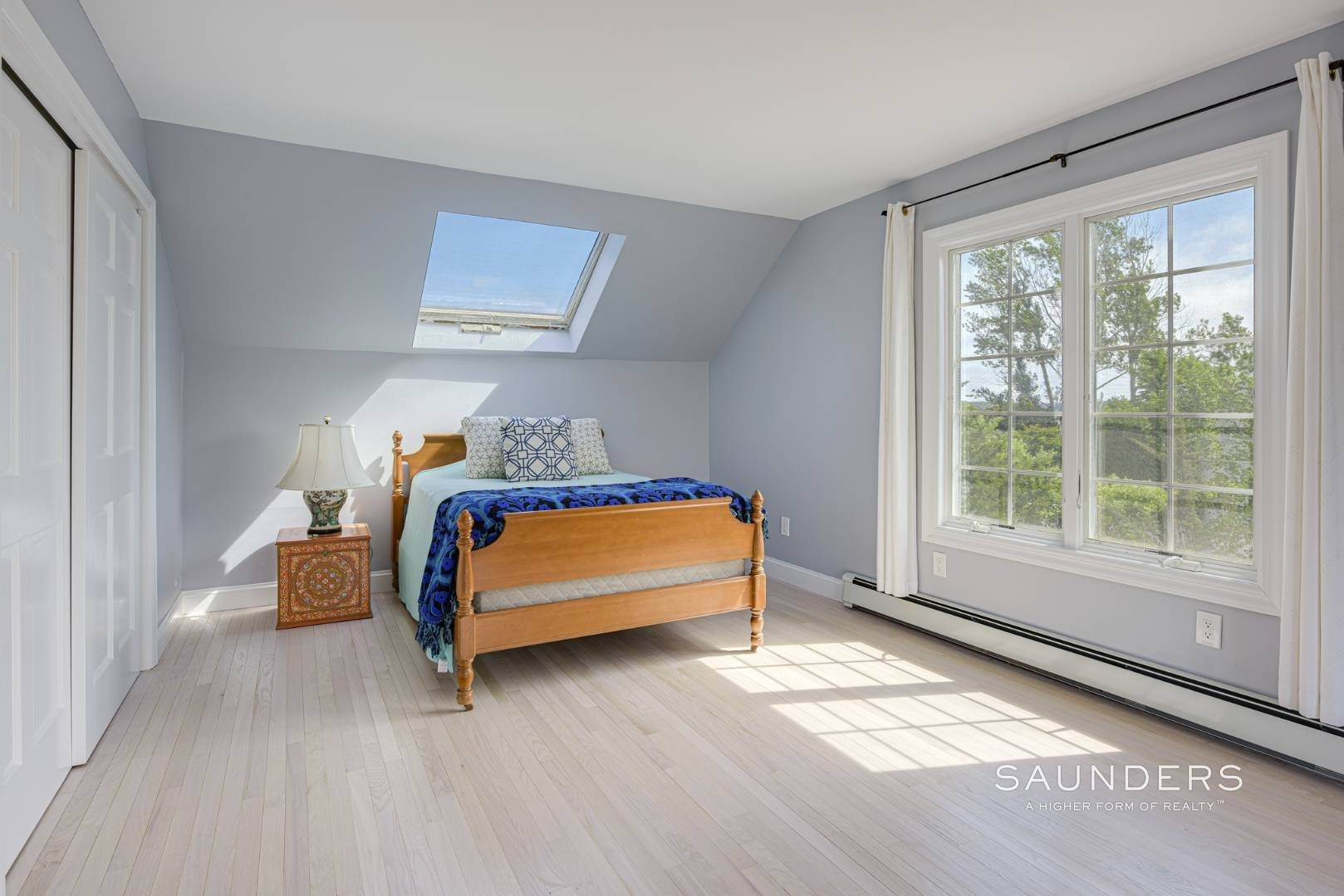 16. Single Family Homes for Sale at Renovated Beach House 39 Inlet Road East, Southampton, Southampton Town, NY 11968