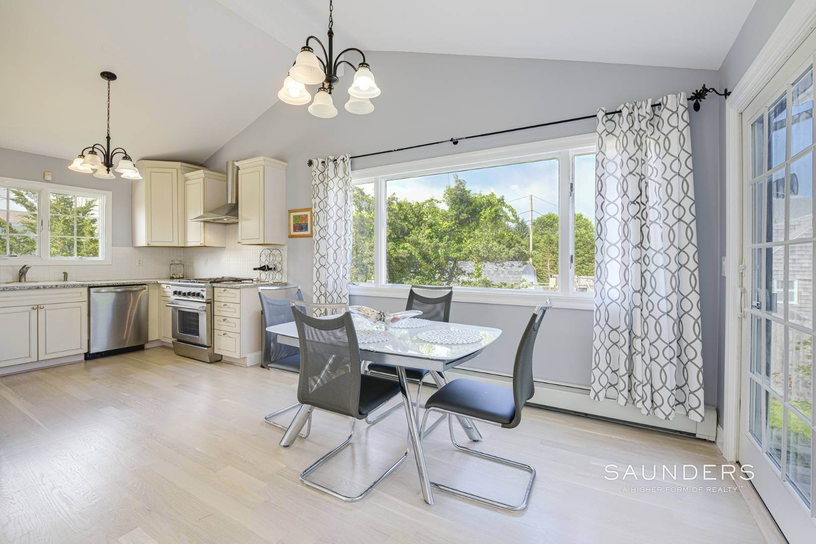 10. Single Family Homes for Sale at Renovated Beach House 39 Inlet Road East, Southampton, Southampton Town, NY 11968