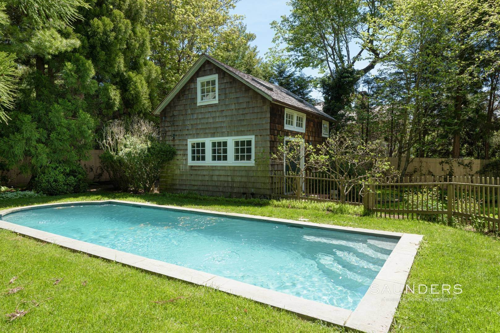 17. Single Family Homes for Sale at Egypt Lane Charmer 24 Egypt Lane, East Hampton, East Hampton Town, NY 11937