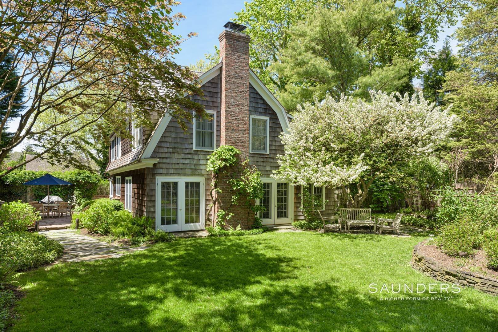 20. Single Family Homes for Sale at Egypt Lane Charmer 24 Egypt Lane, East Hampton, East Hampton Town, NY 11937