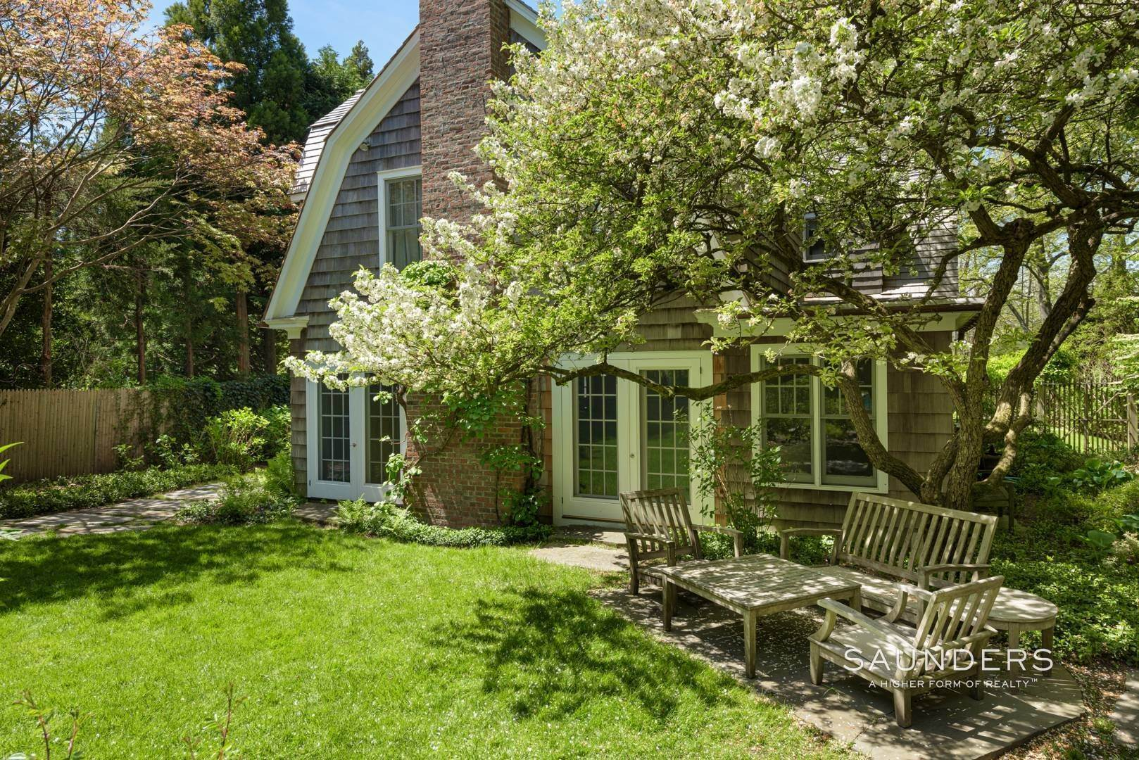 15. Single Family Homes for Sale at Egypt Lane Charmer 24 Egypt Lane, East Hampton, East Hampton Town, NY 11937